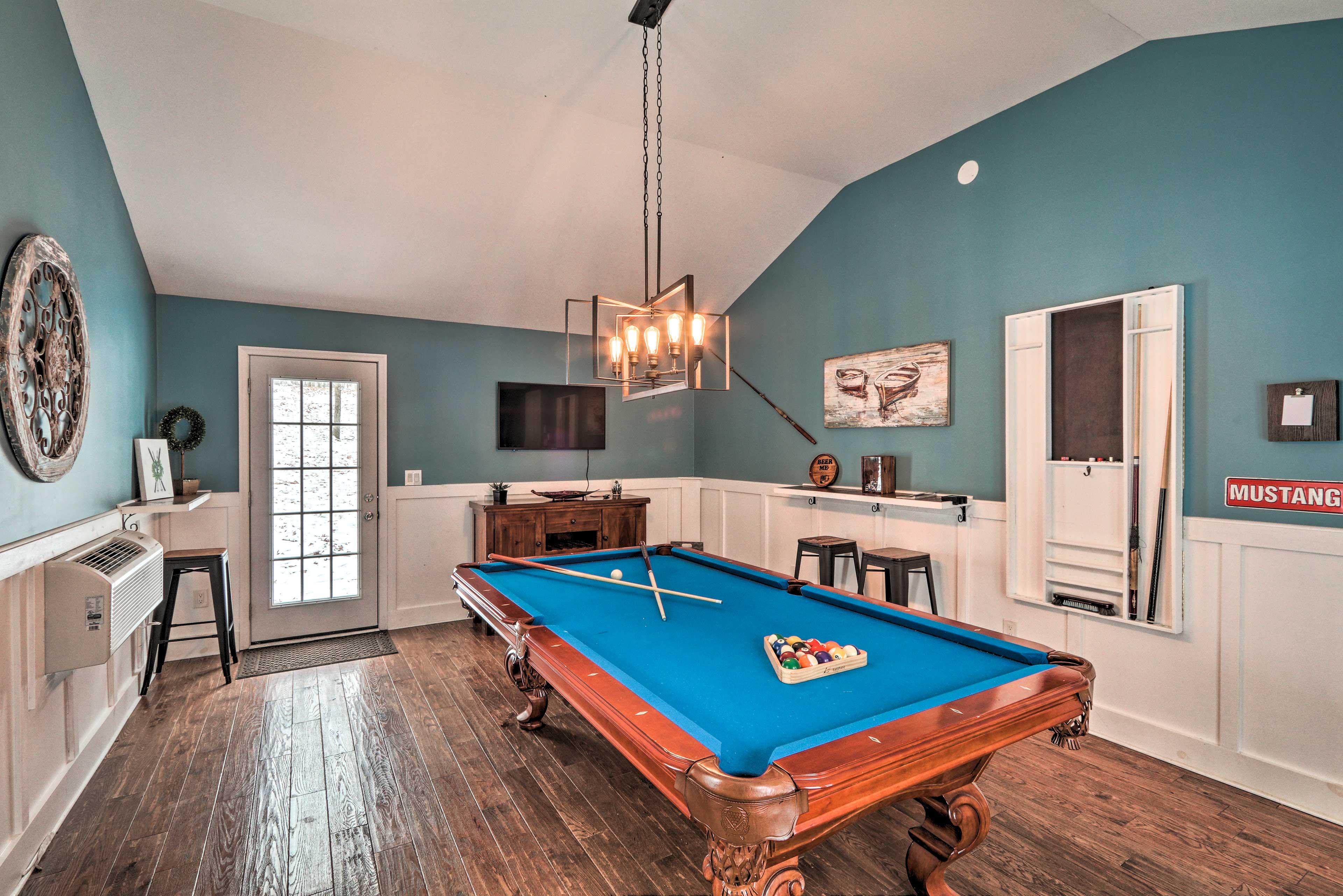 Entertainment Room   Smart TV   Billiards Table