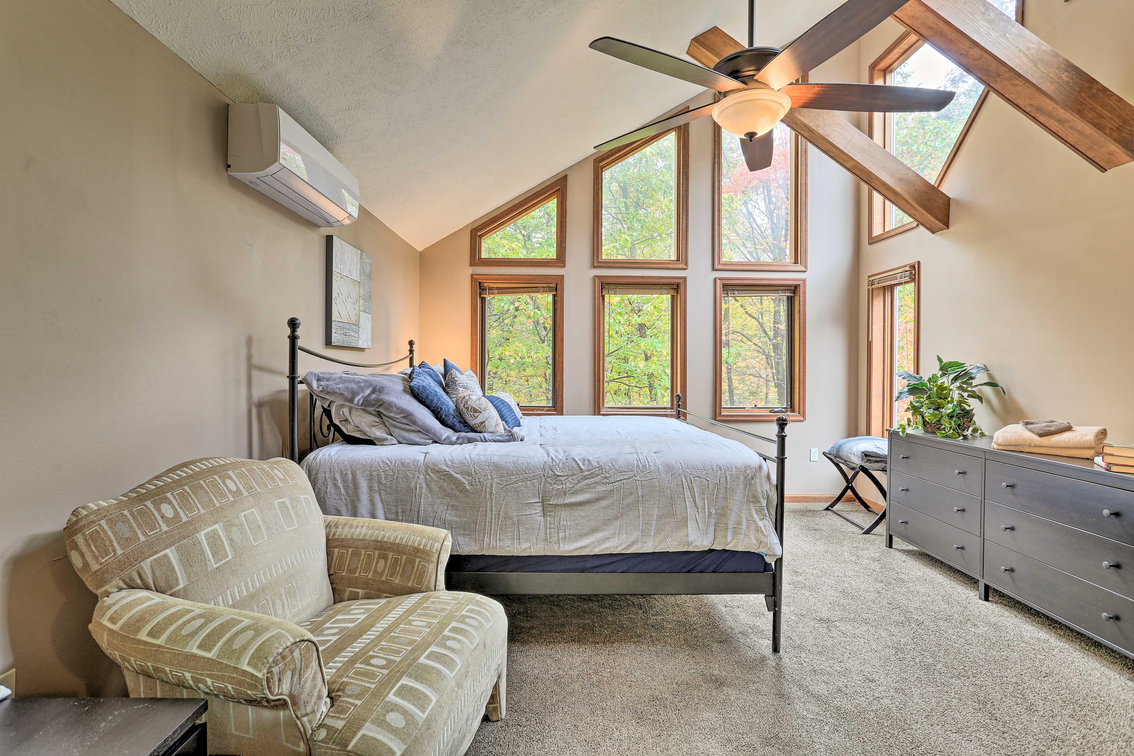 Master Bedroom   Floor-to-Ceiling Windows
