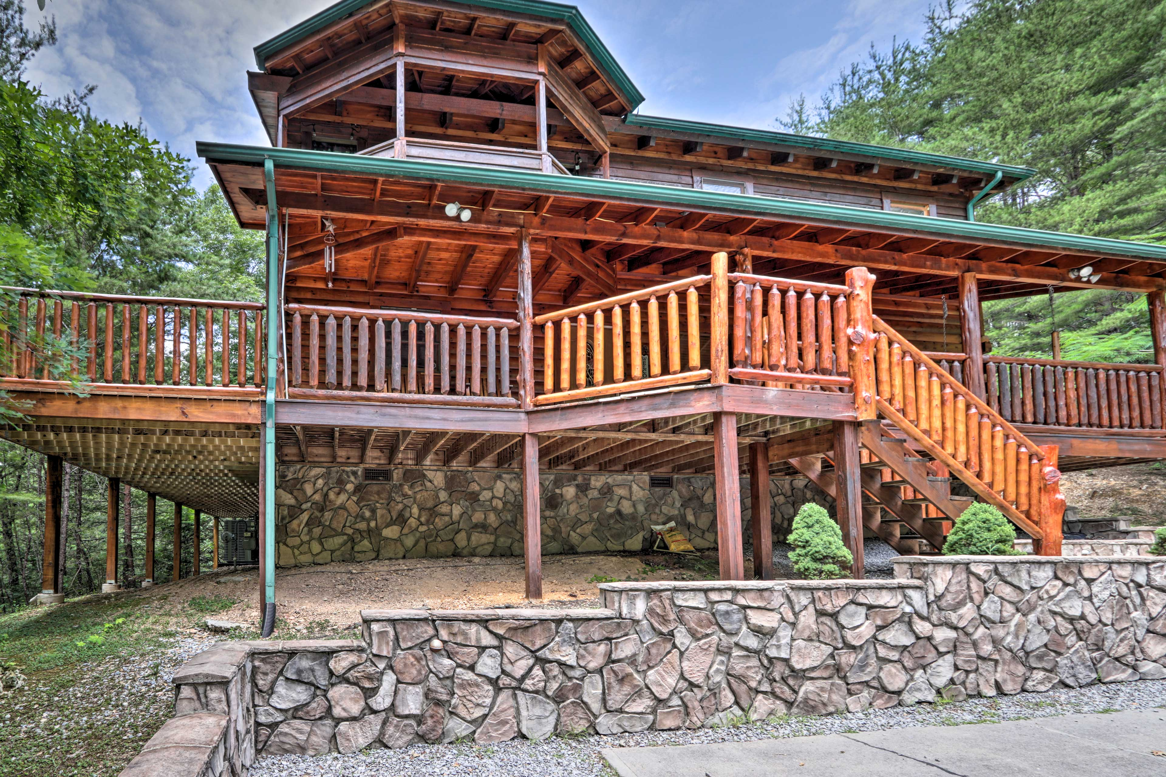 Your rustic Pigeon Forge home-away-from-home awaits.