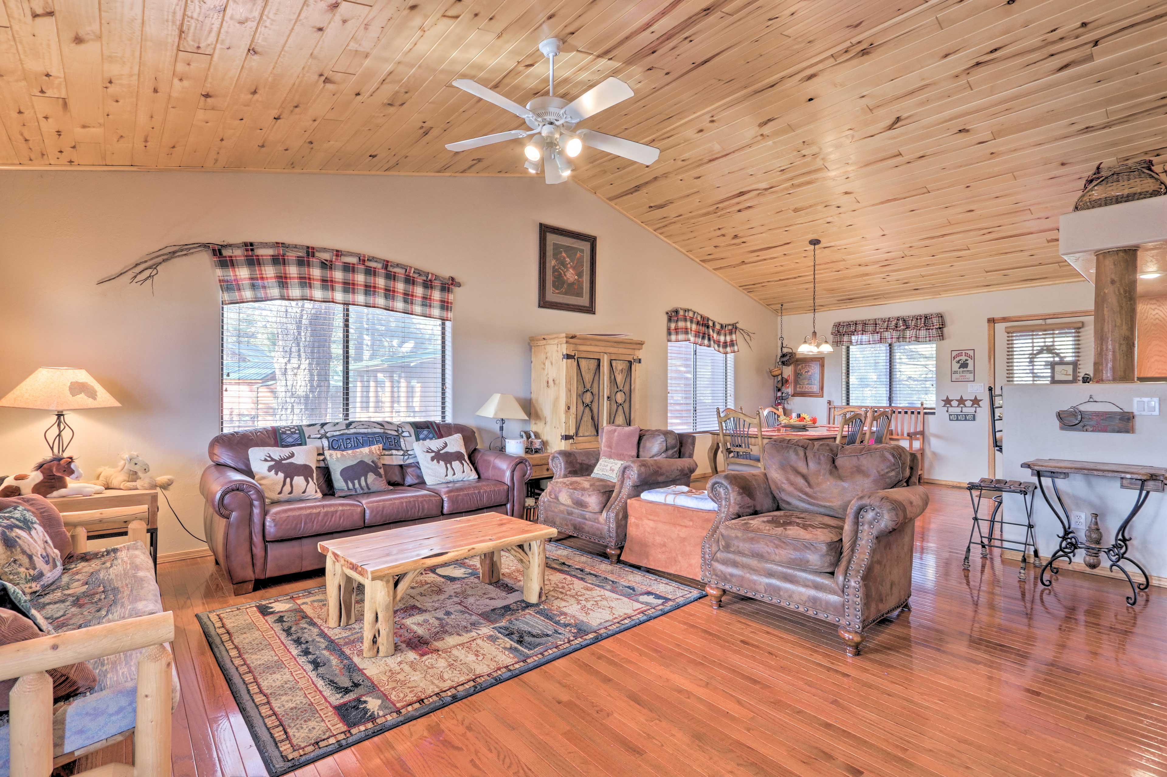 Kick back and relax at this Bison Ranch cabin in Overgaard, AZ!