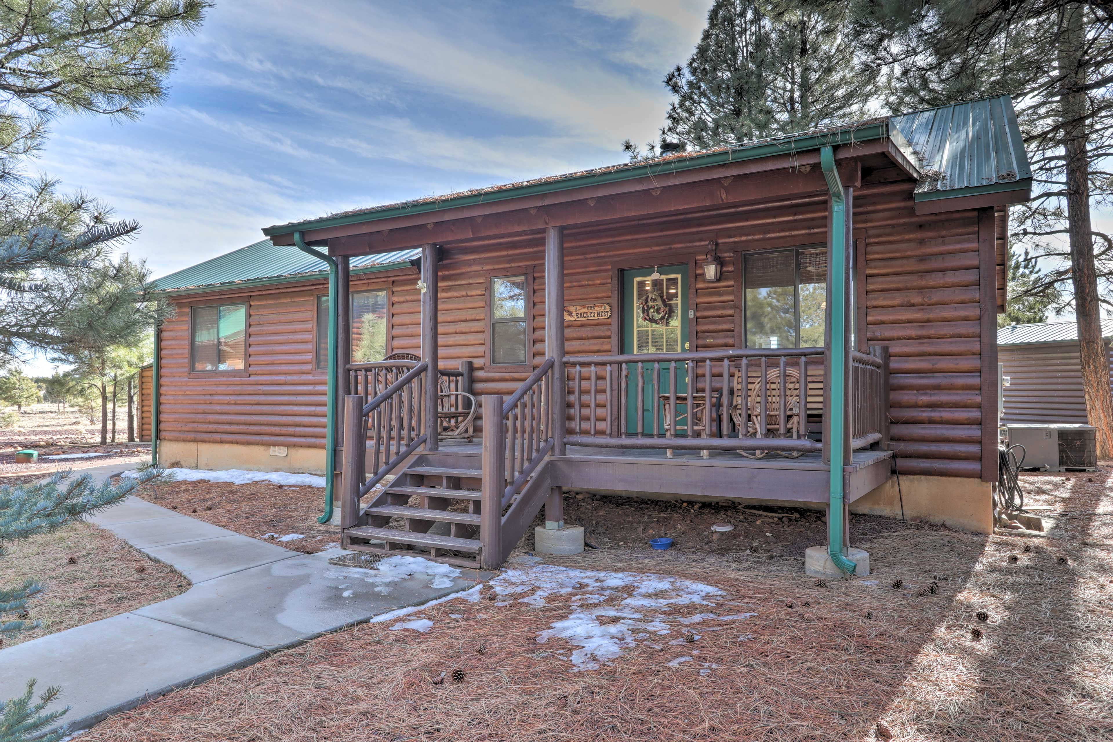 This 3BR, 2BA vacation rental cabin has room to sleep up to 10 guests.