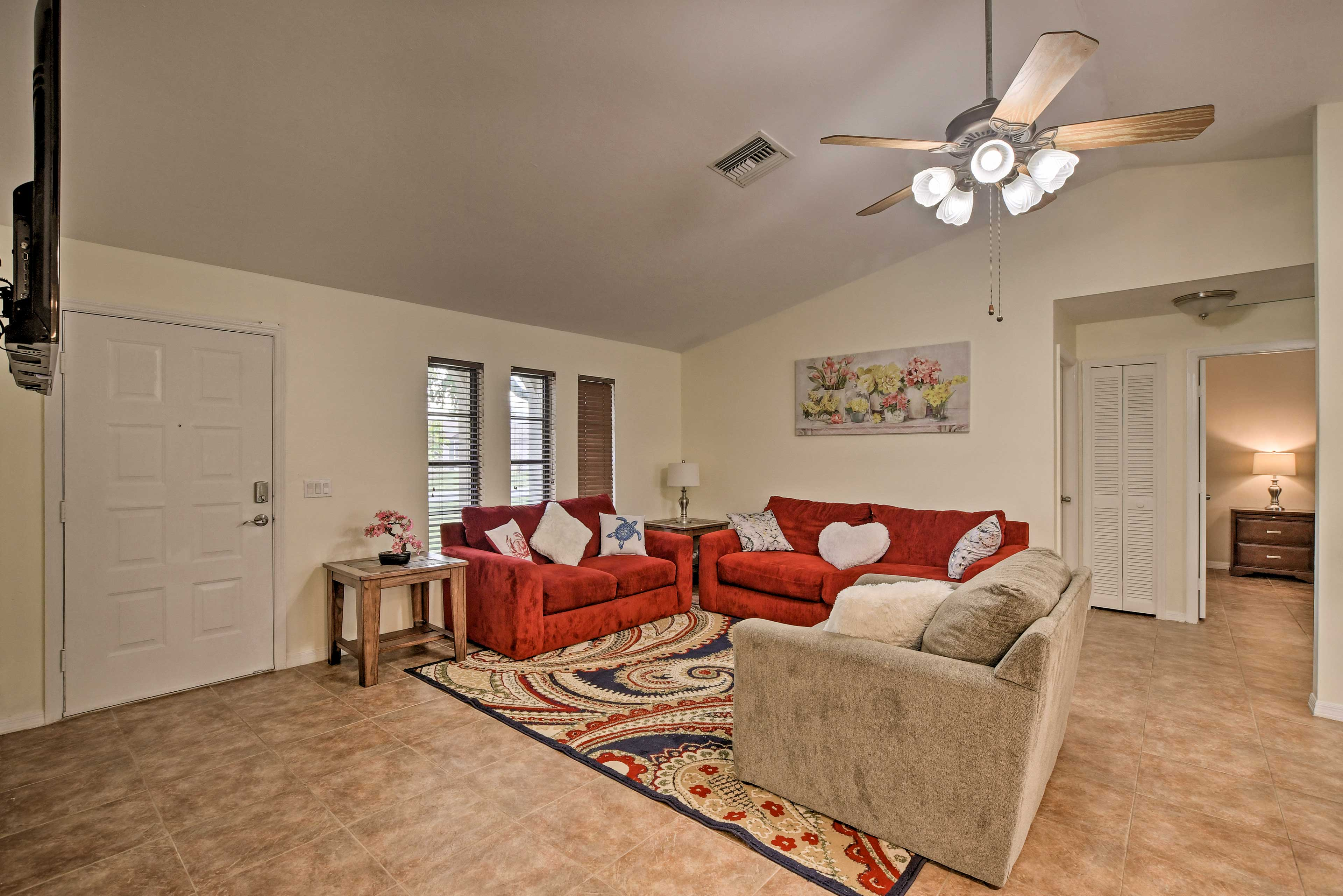 The living space has vaulted ceilings and a ceiling fan.
