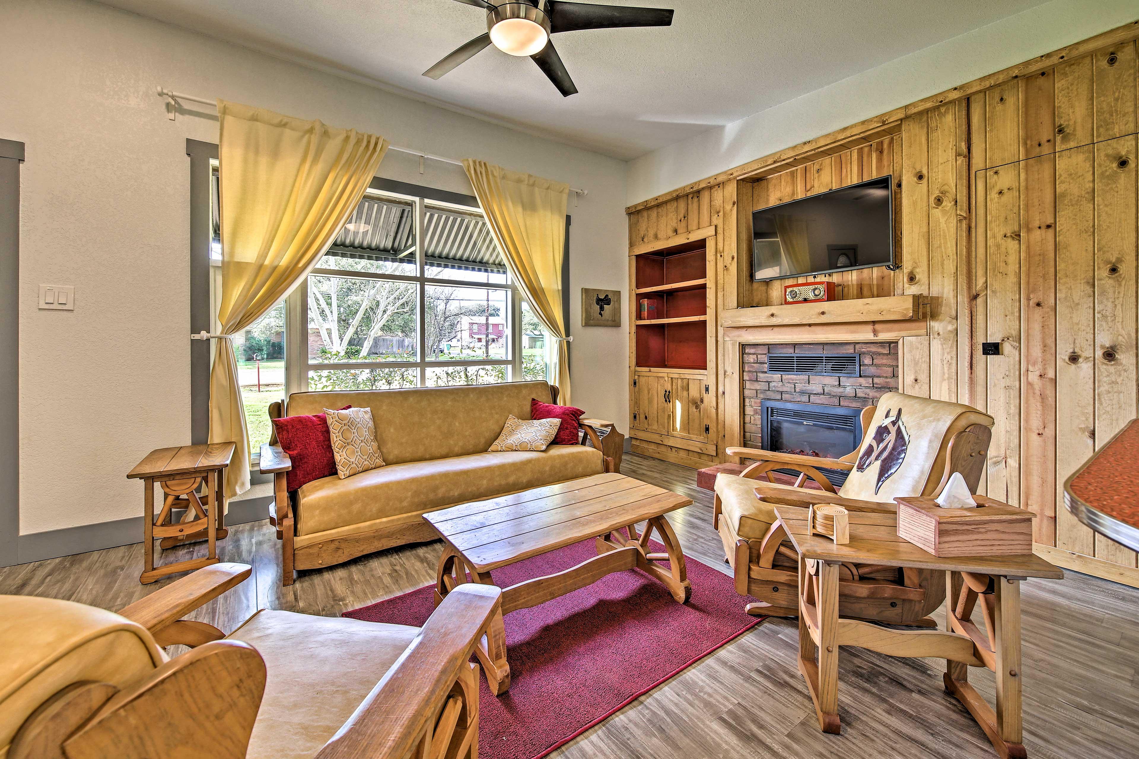 Come visit this cozy 2-bedroom, 1-bathroom home in Blanco!