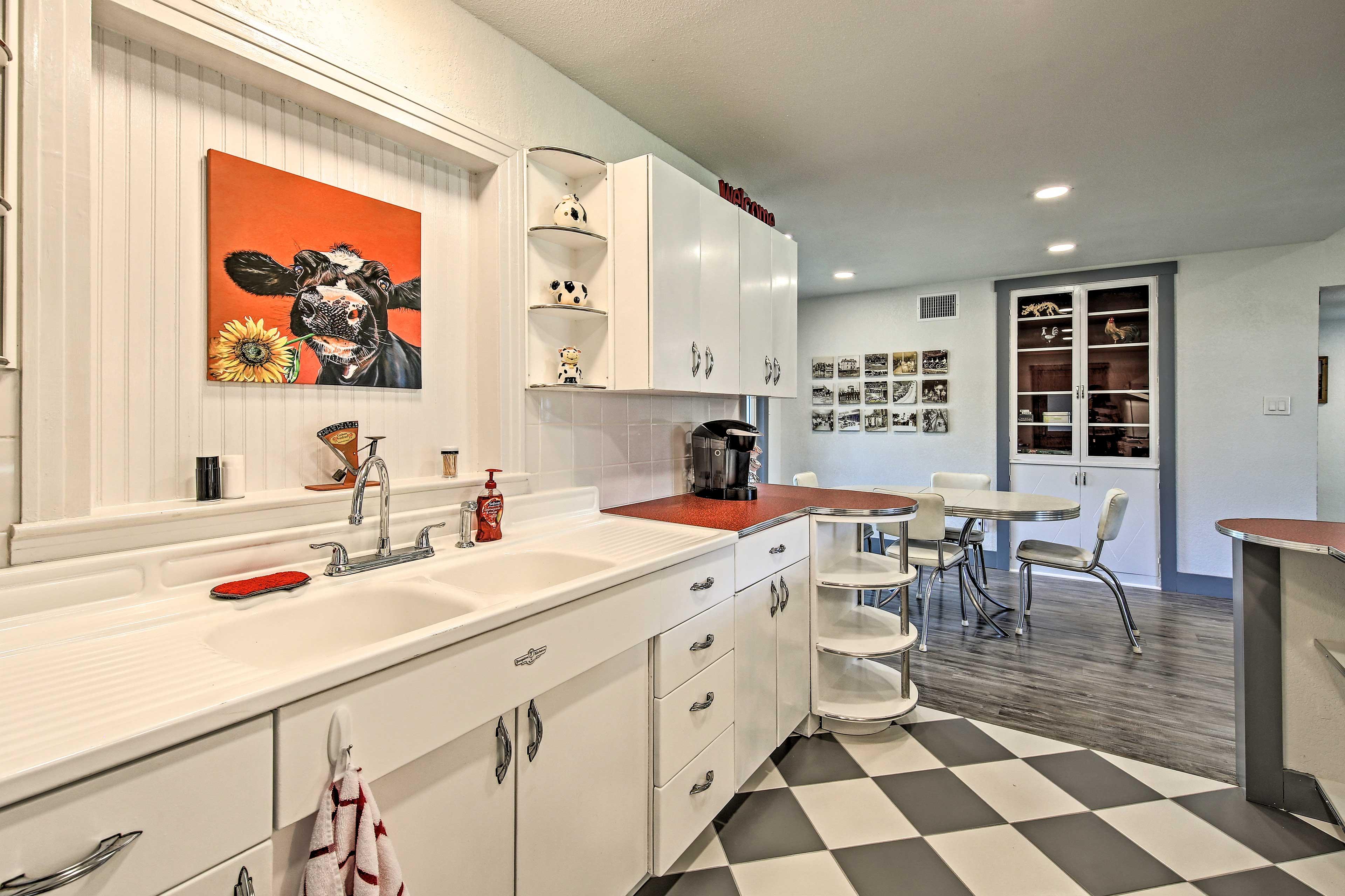 Take advantage of this fully stocked kitchen!