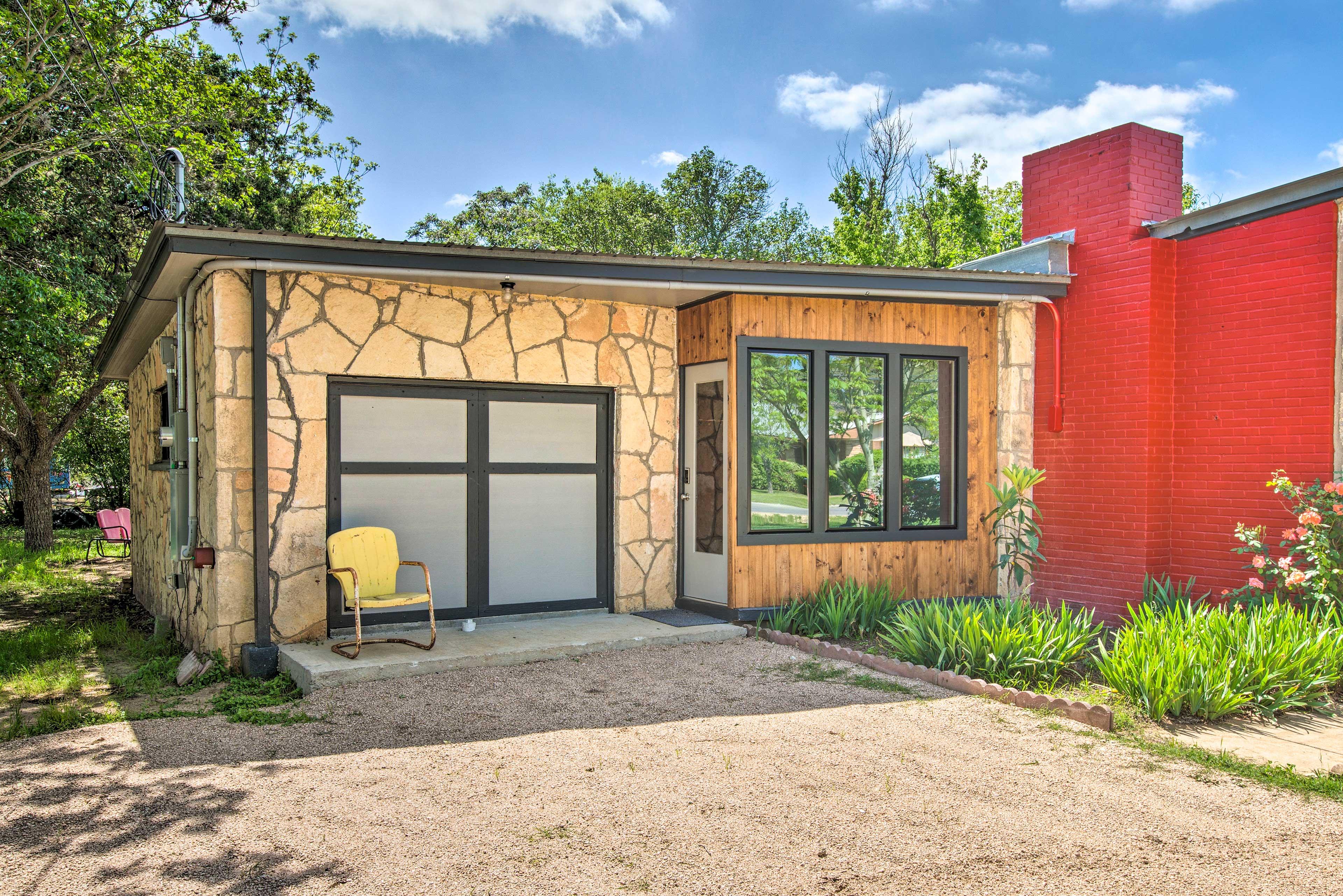 Come visit this 1-bedroom, 1-bathroom vacation rental in Blanco!