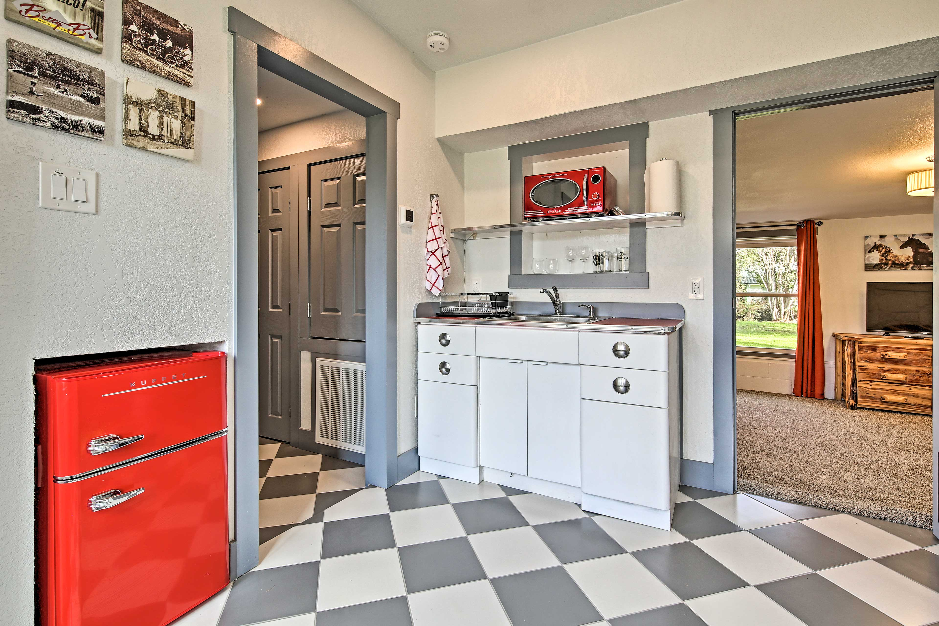 Make small meals in this well-equipped kitchen.