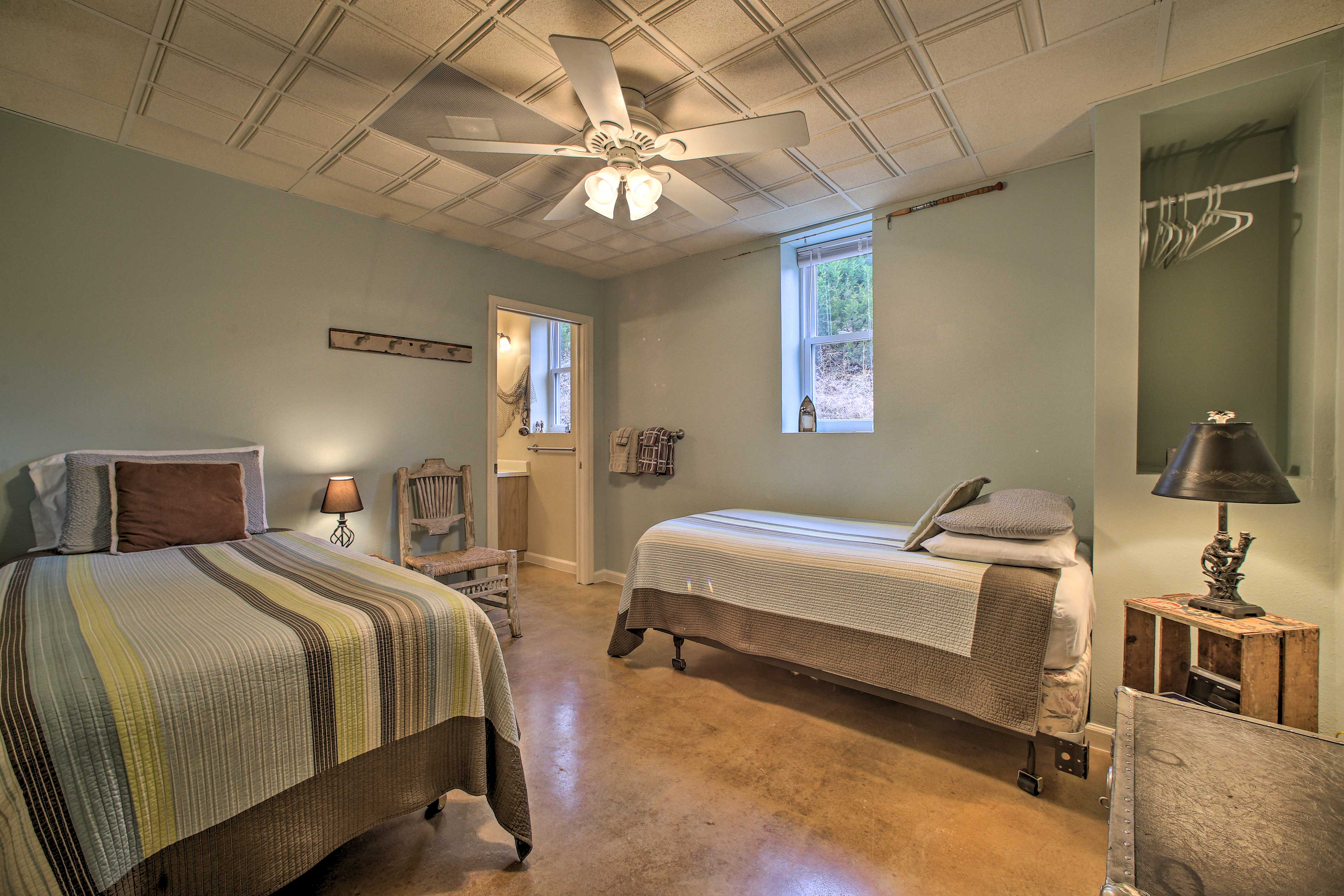 In addition to the twin beds, there are 2 twin air mattresses available to use.