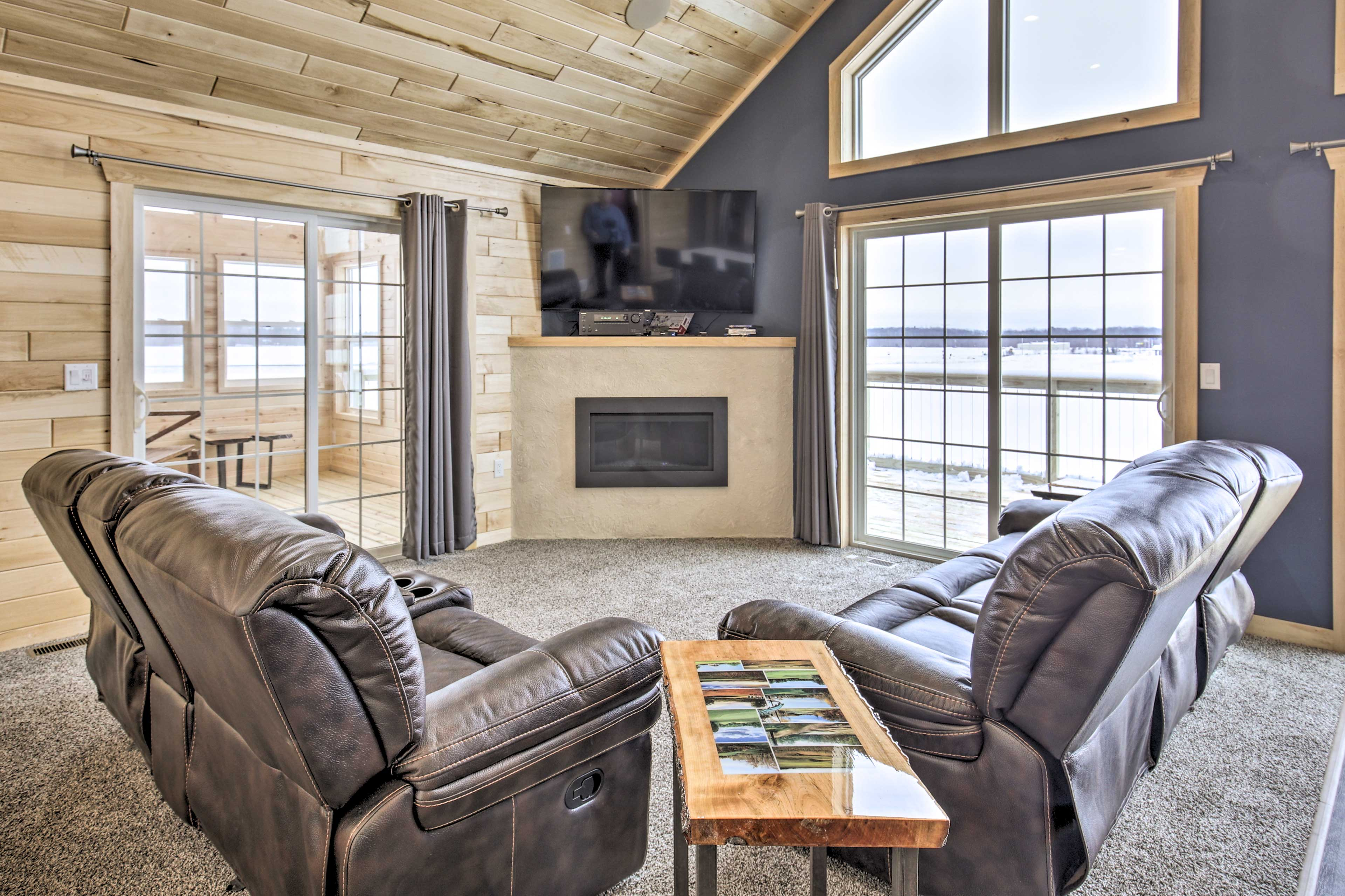 The living room is equipped with a gas fireplace and flat-screen TV.