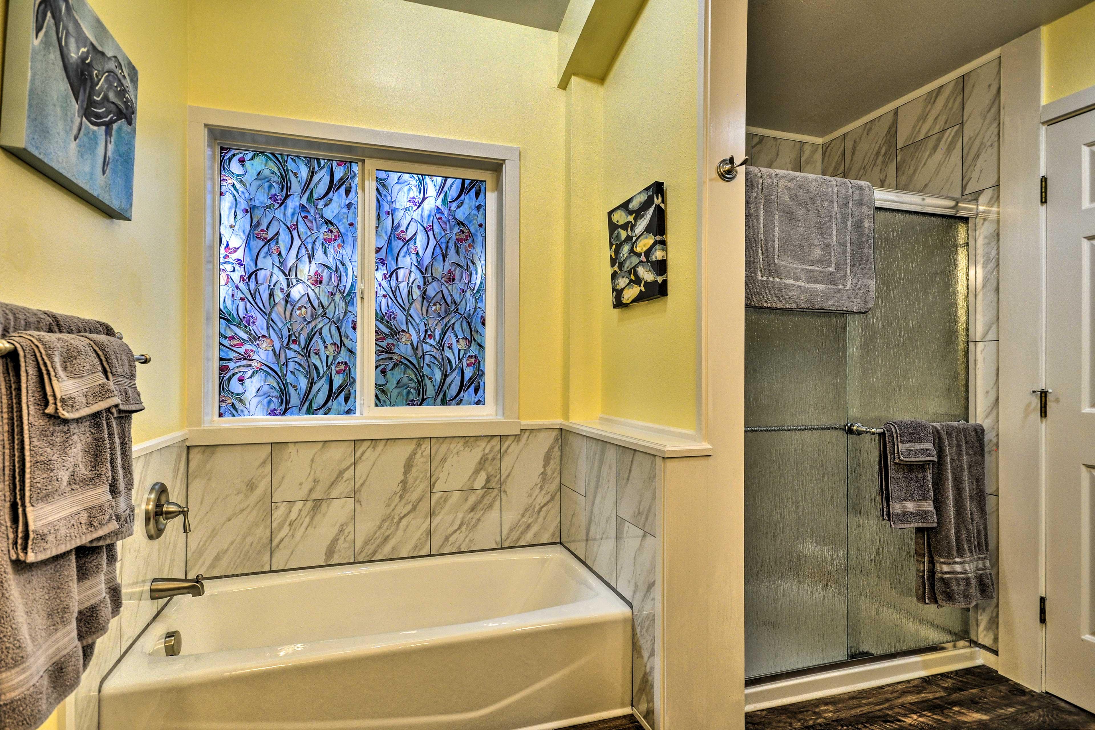 Full Bathroom | Soaking Tub