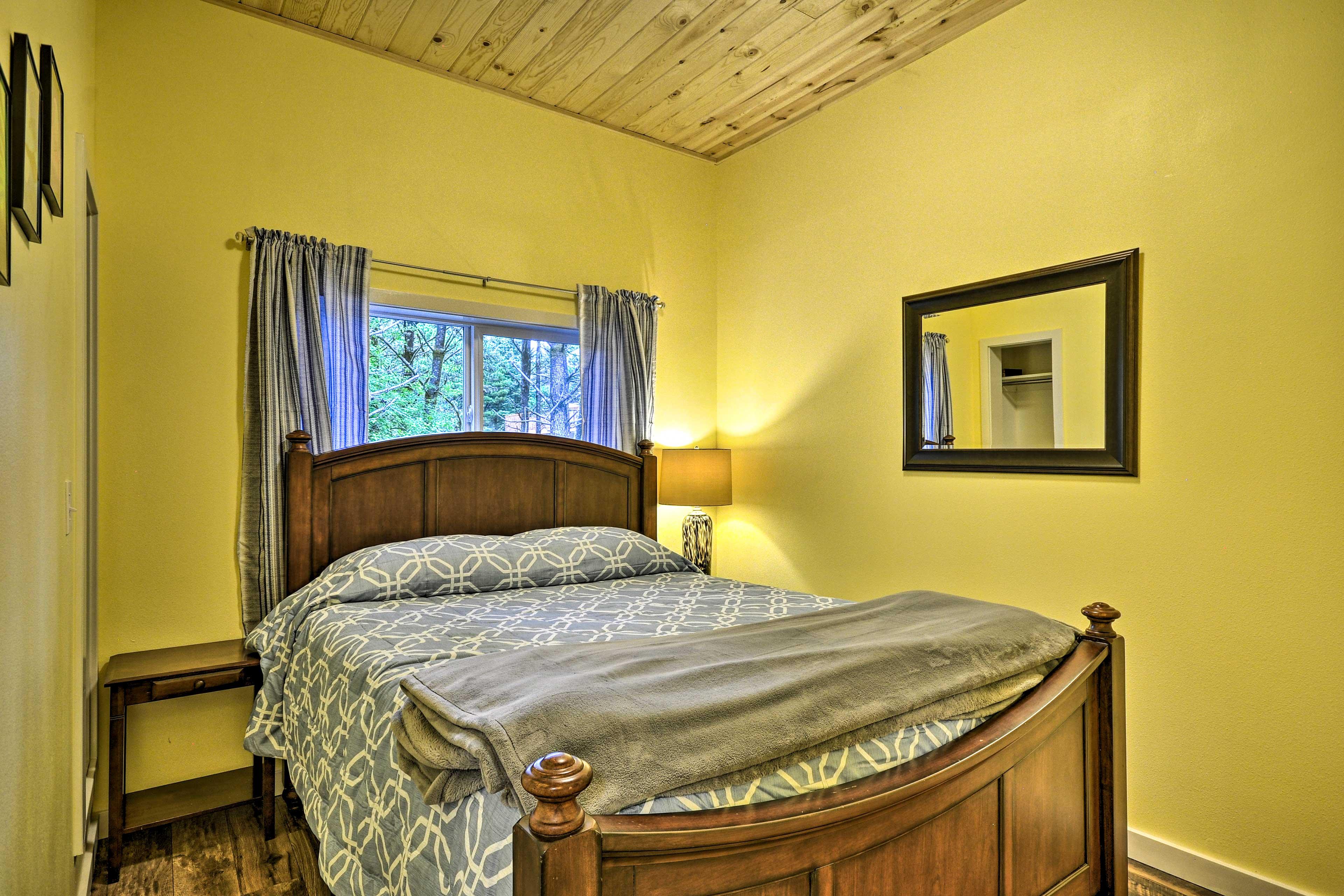 Bedroom 4 | Queen Bed