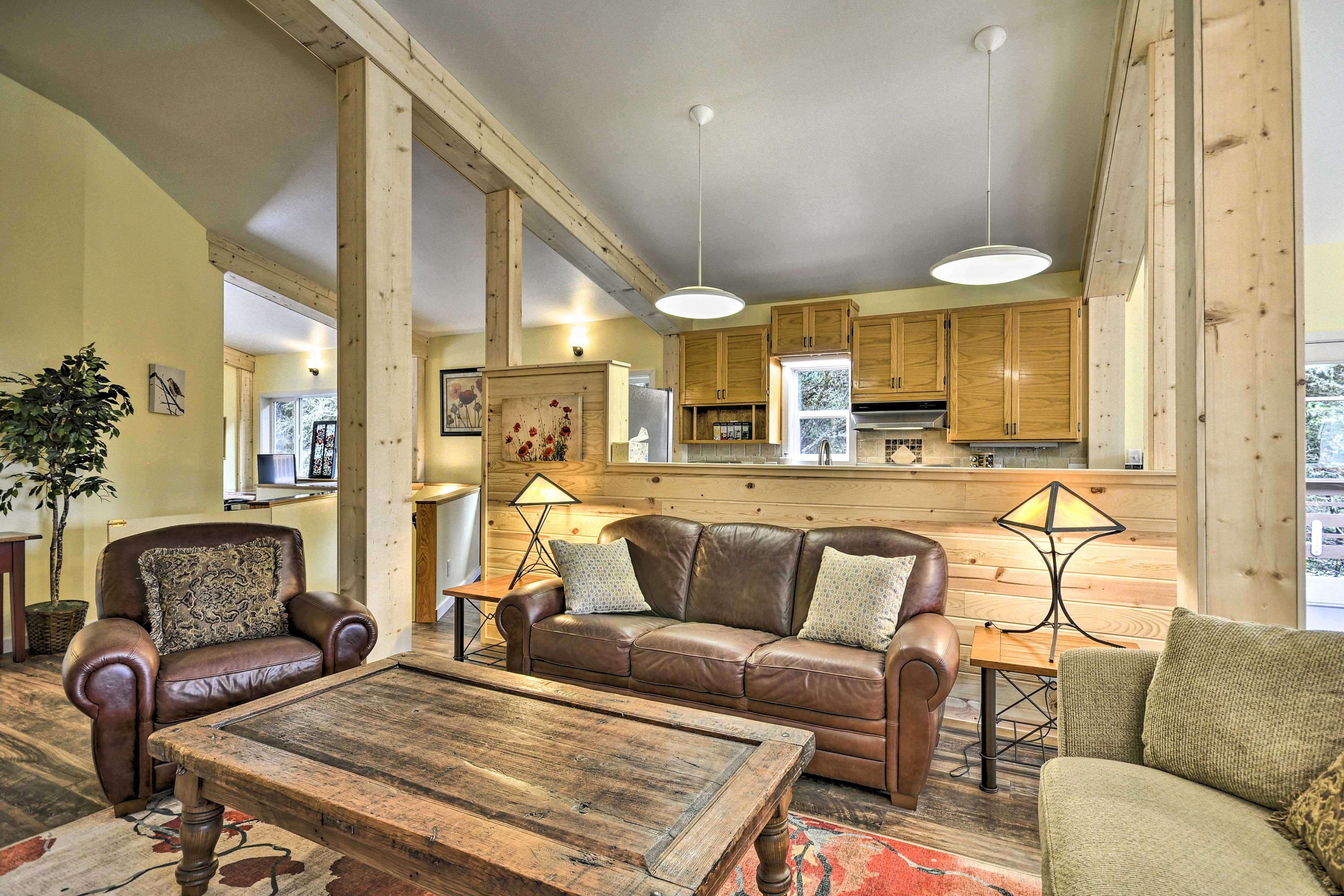 Upstairs Living Room | Sitting Area