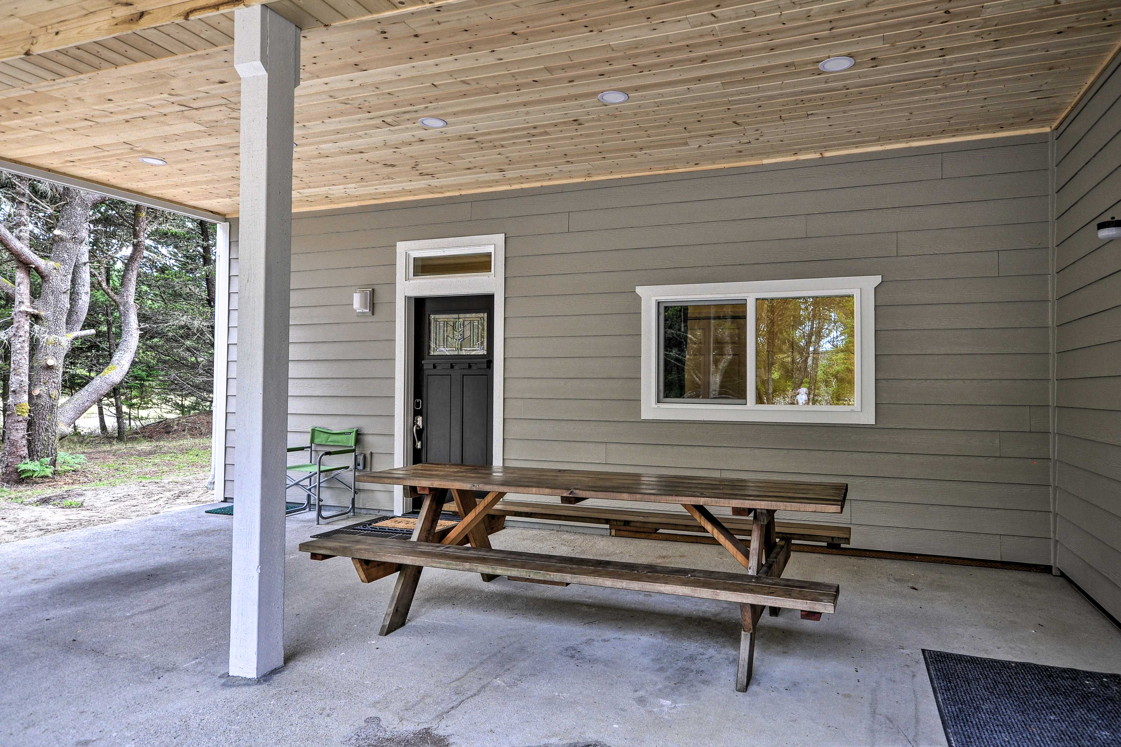Lower-Level Patio | Picnic Table