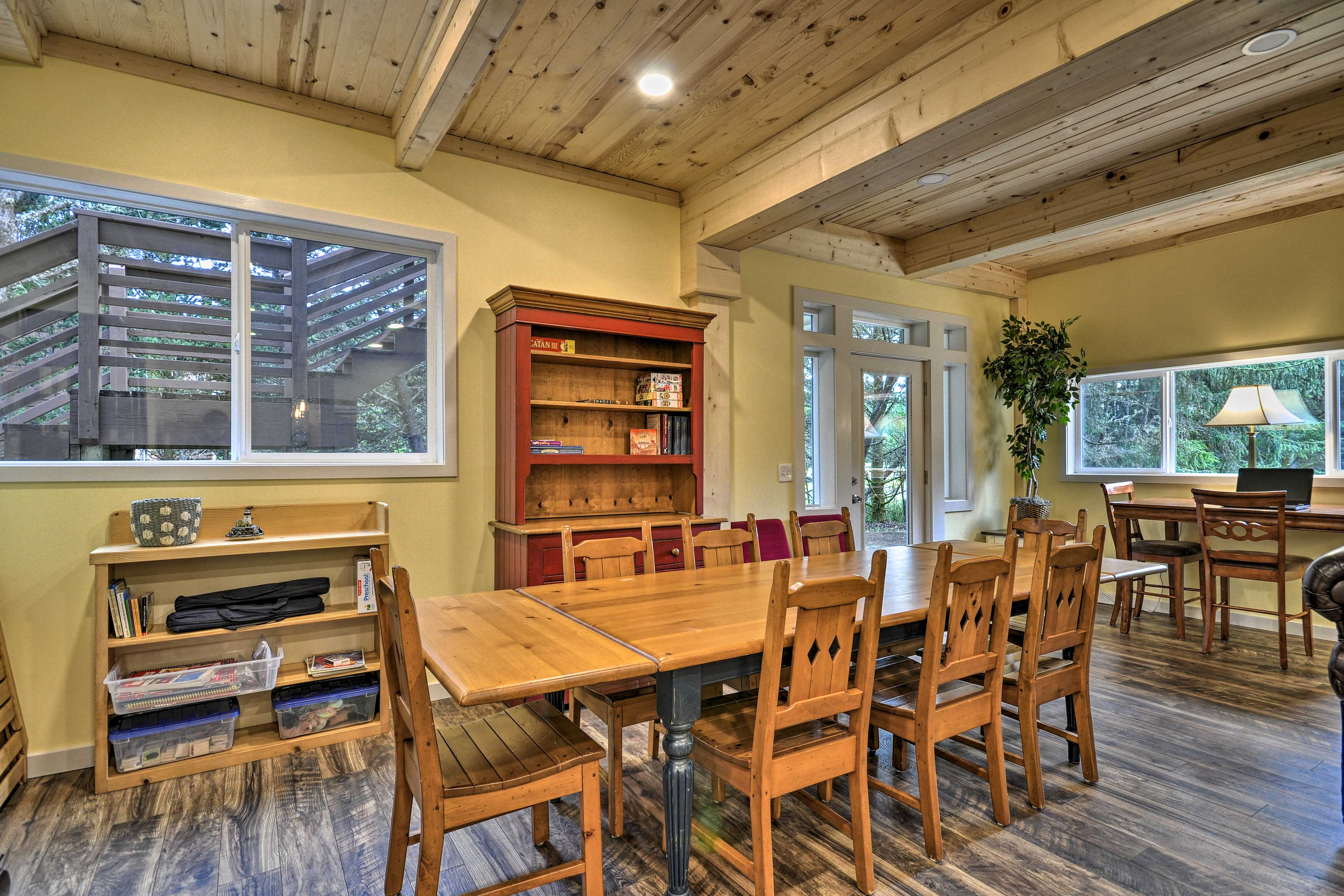 Lower-Level Living Room | Dining Table