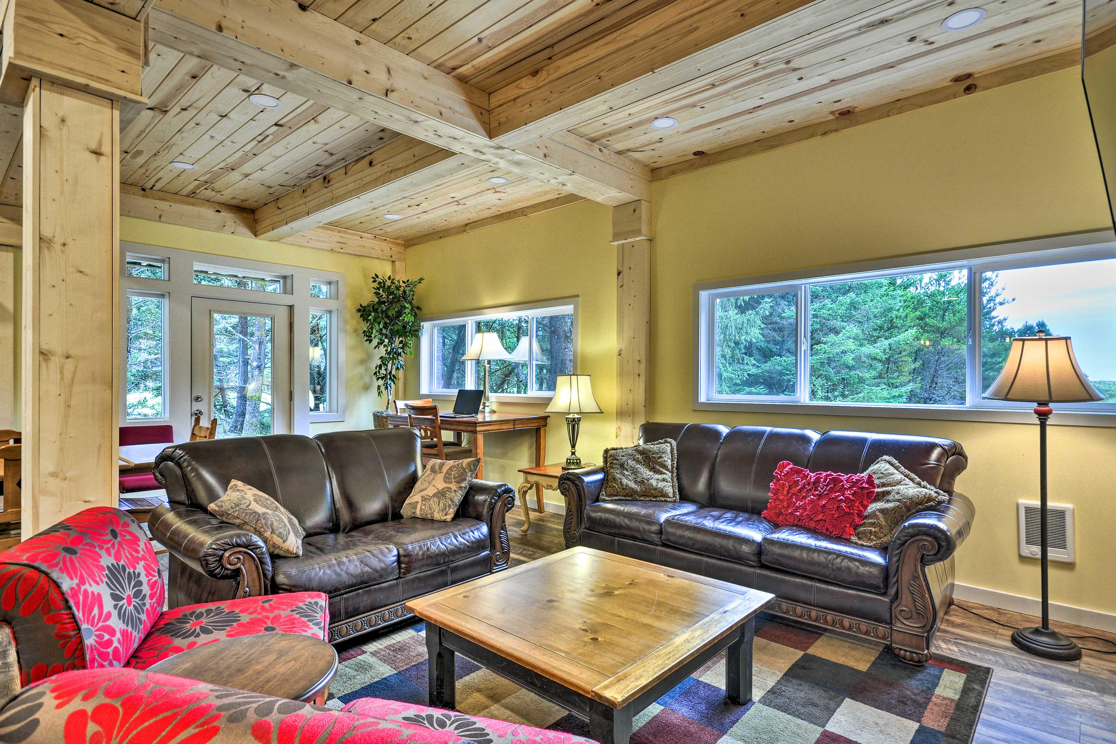 Lower-Level Living Room | Queen Sleeper Sofa