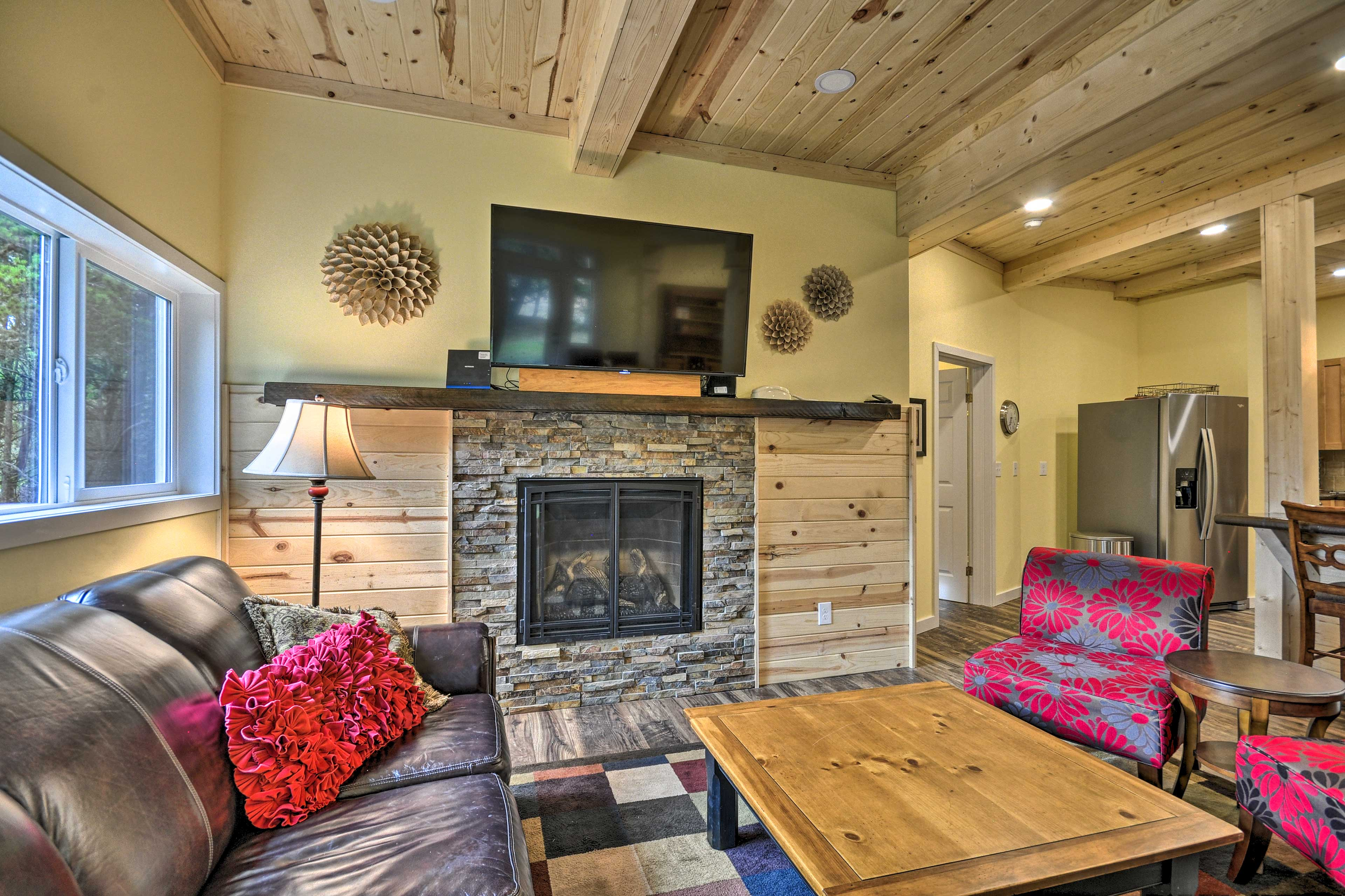 Lower-Level Living Room | Gas Fireplace | Smart TV