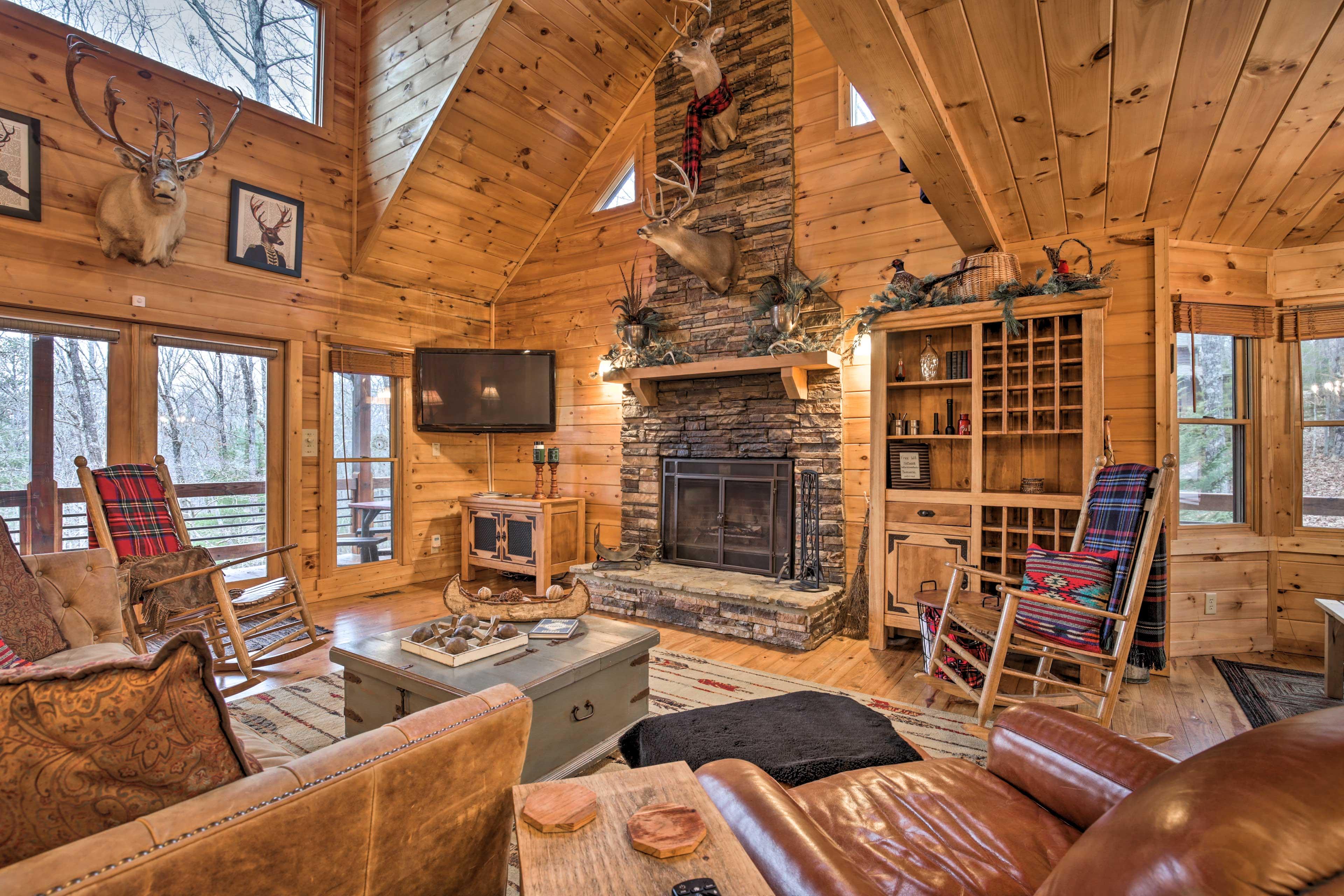 Living Room | Free WiFi | Wood-Burning Fireplace