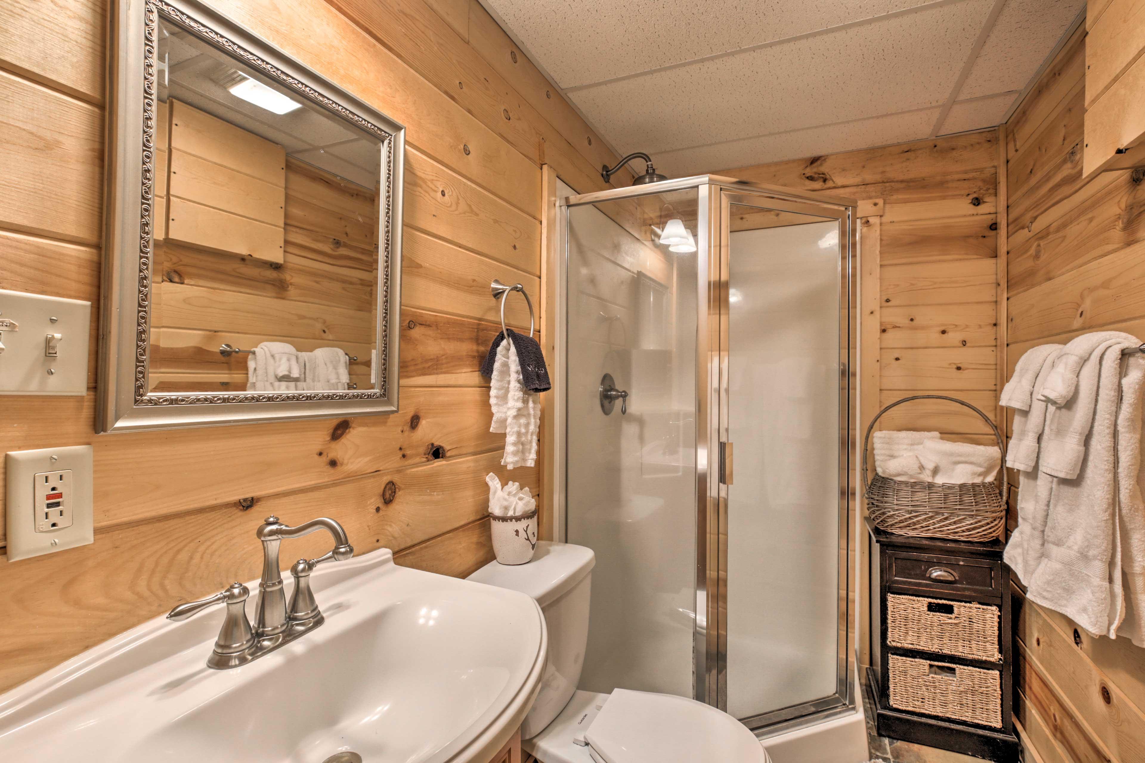 Full Bathroom | Towels Provided | Basement