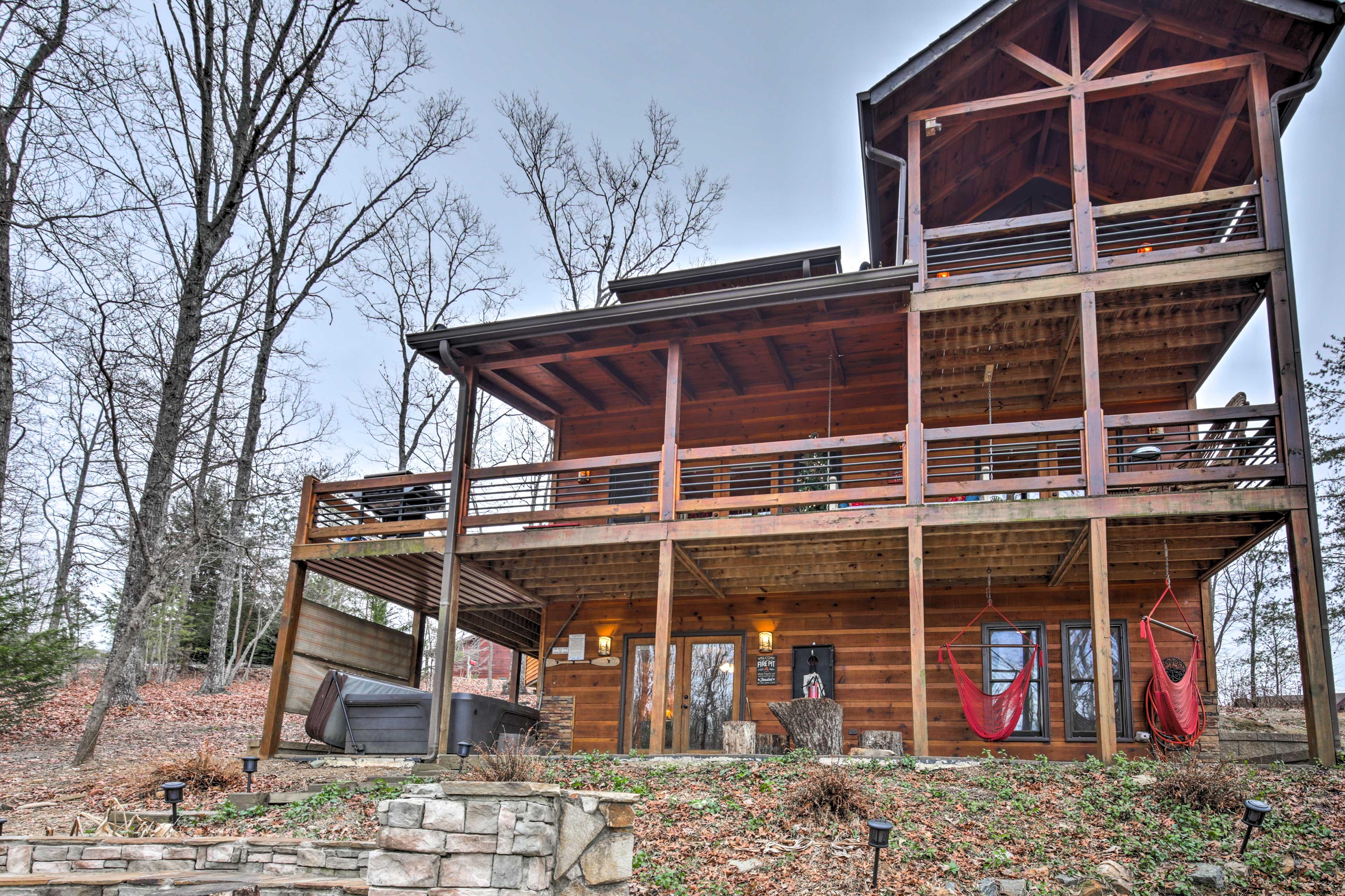 Cabin Exterior | Backyard