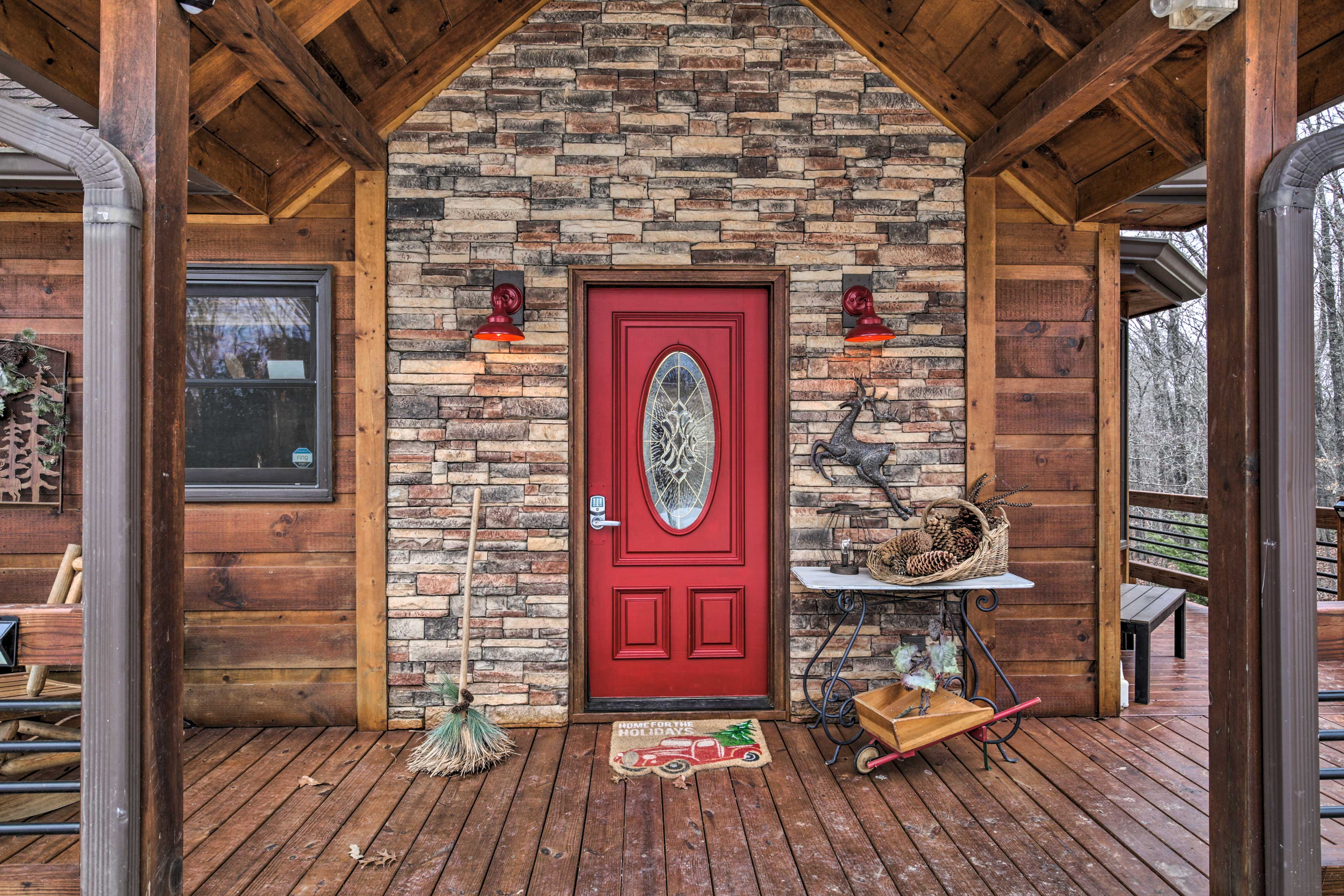 Cabin Exterior | Front Porch