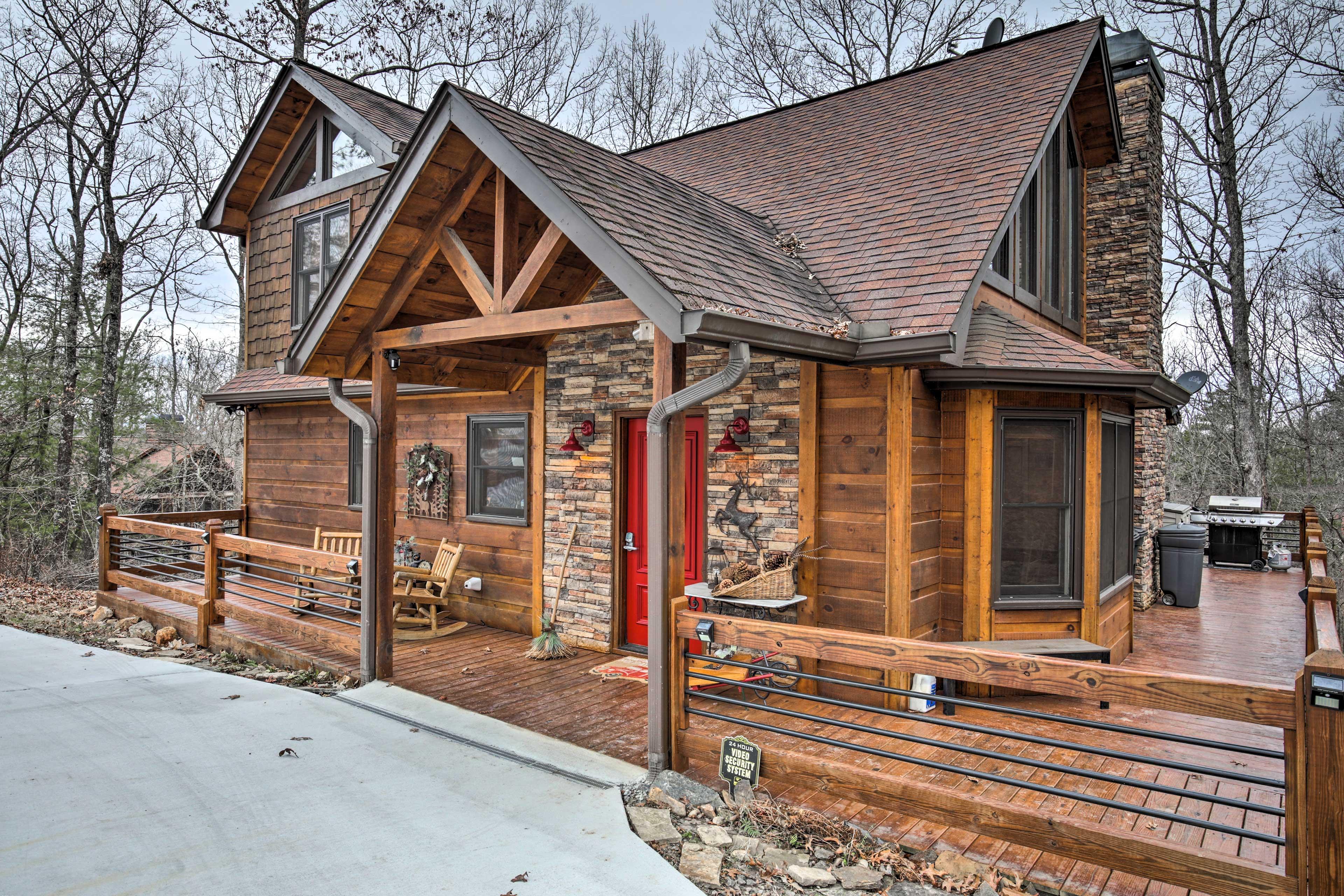 Cabin Exterior | Driveway Parking