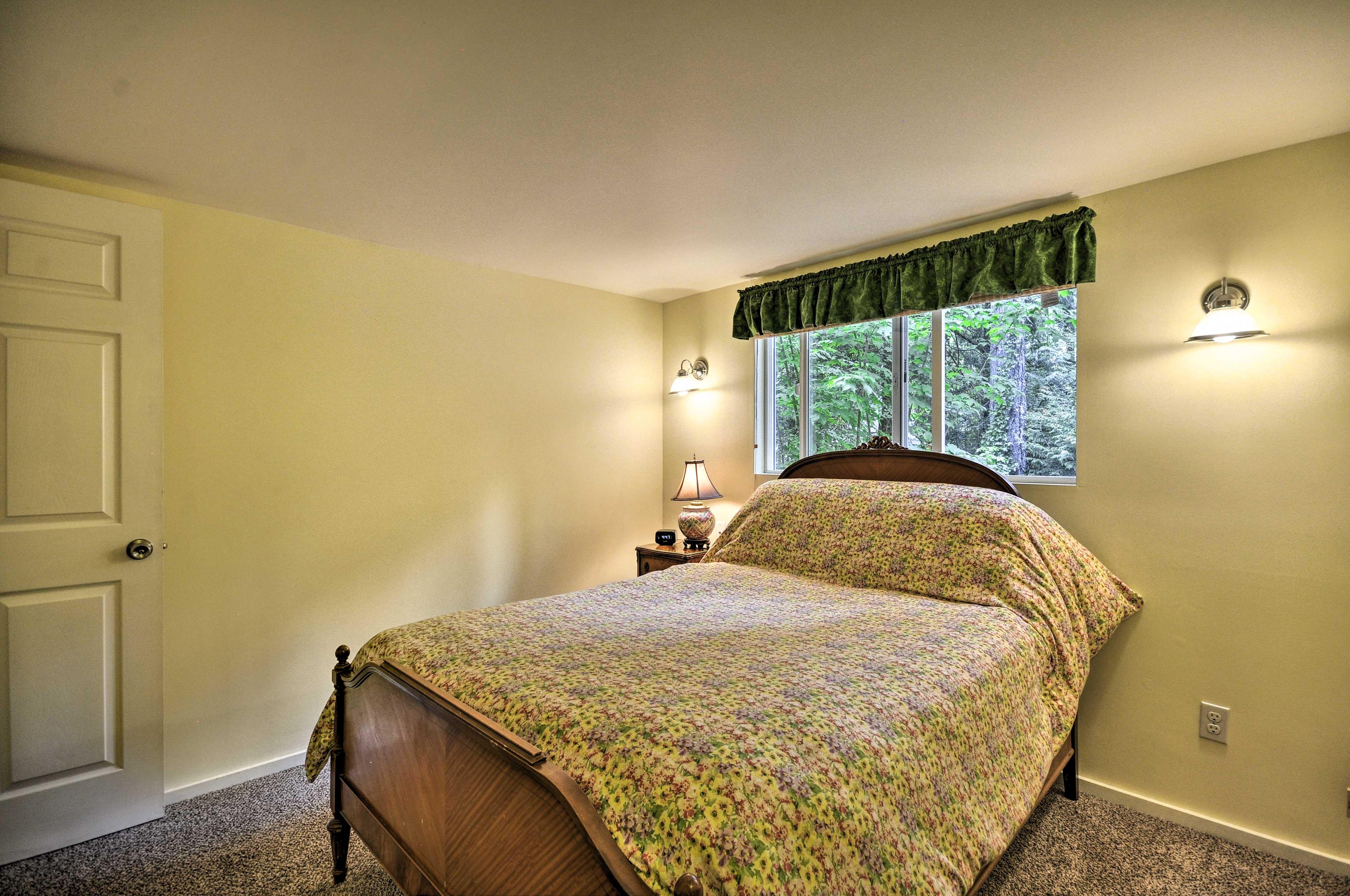 Bedroom 1 | Queen Bed | Foldable Cot