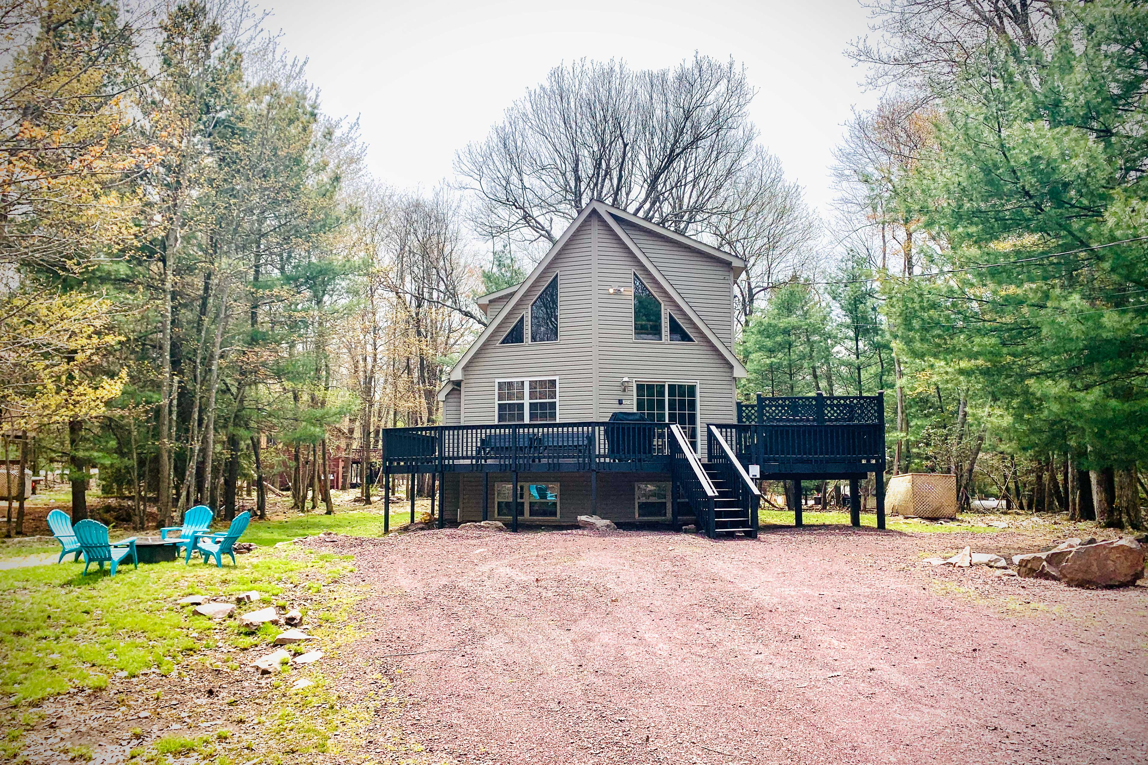 This 6-bed, 3-bath vacation rental home in Lake Harmony awaits you.