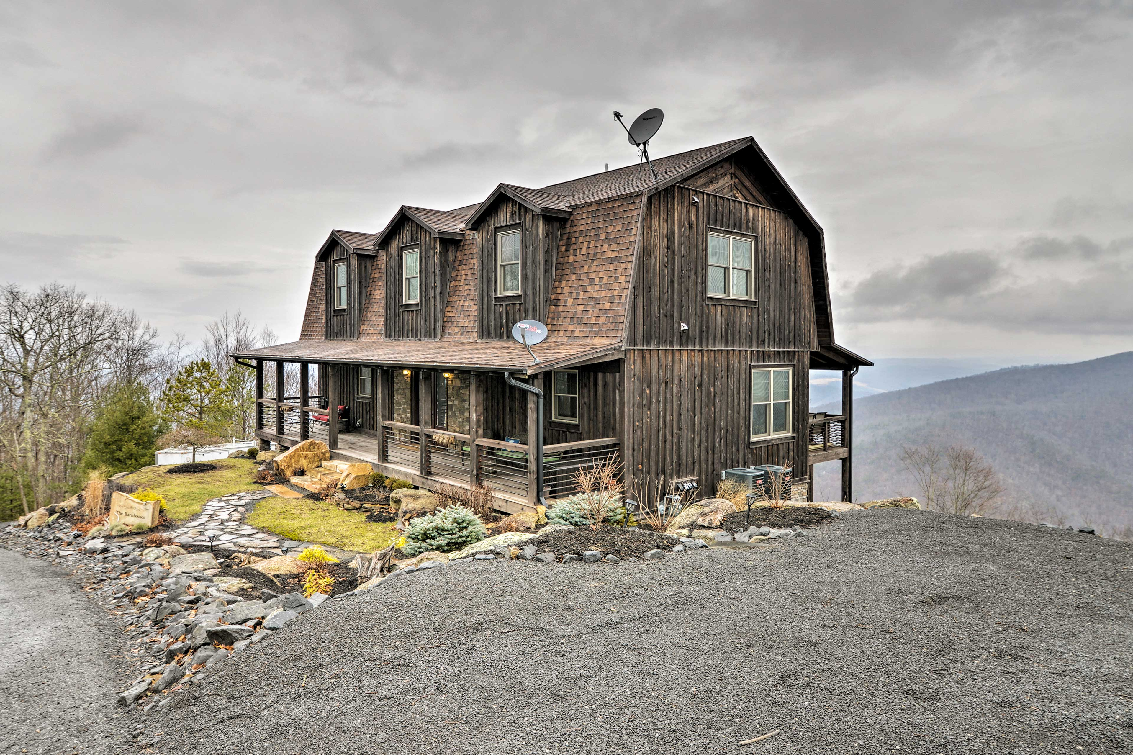 Your next mountain retreat to Caldwell begins at this luxe vacation rental!