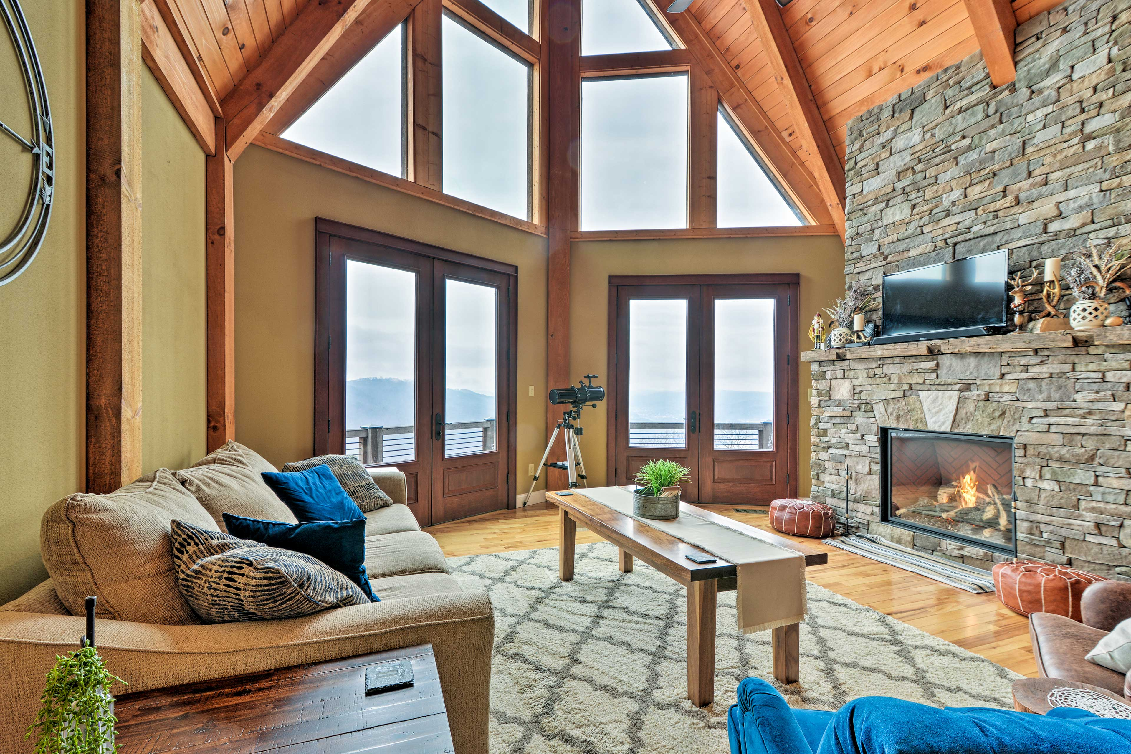 This rustic vacation rental in Caldwell is ideal for your next mountain escape!