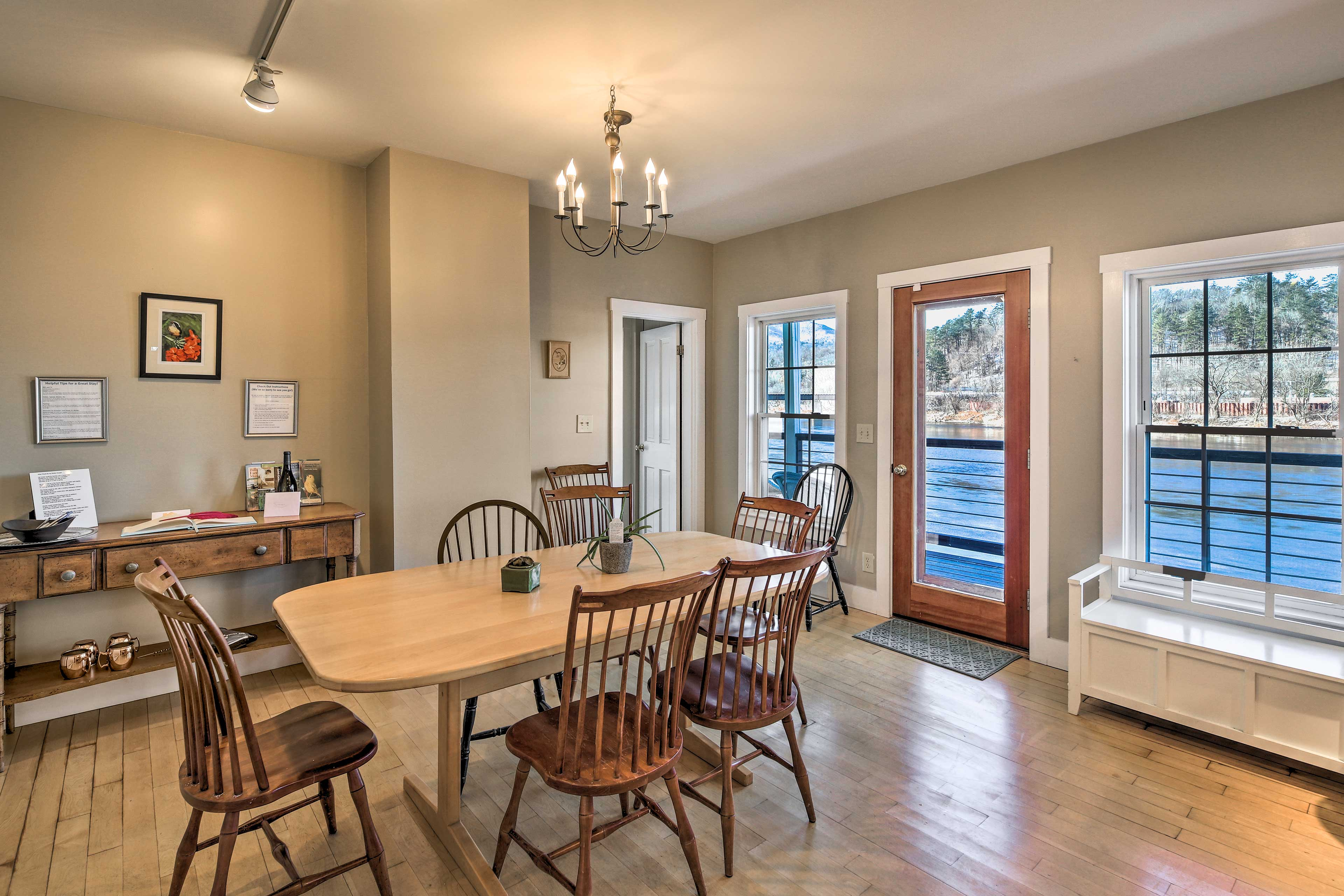 The dining table has seating for 6 guests.