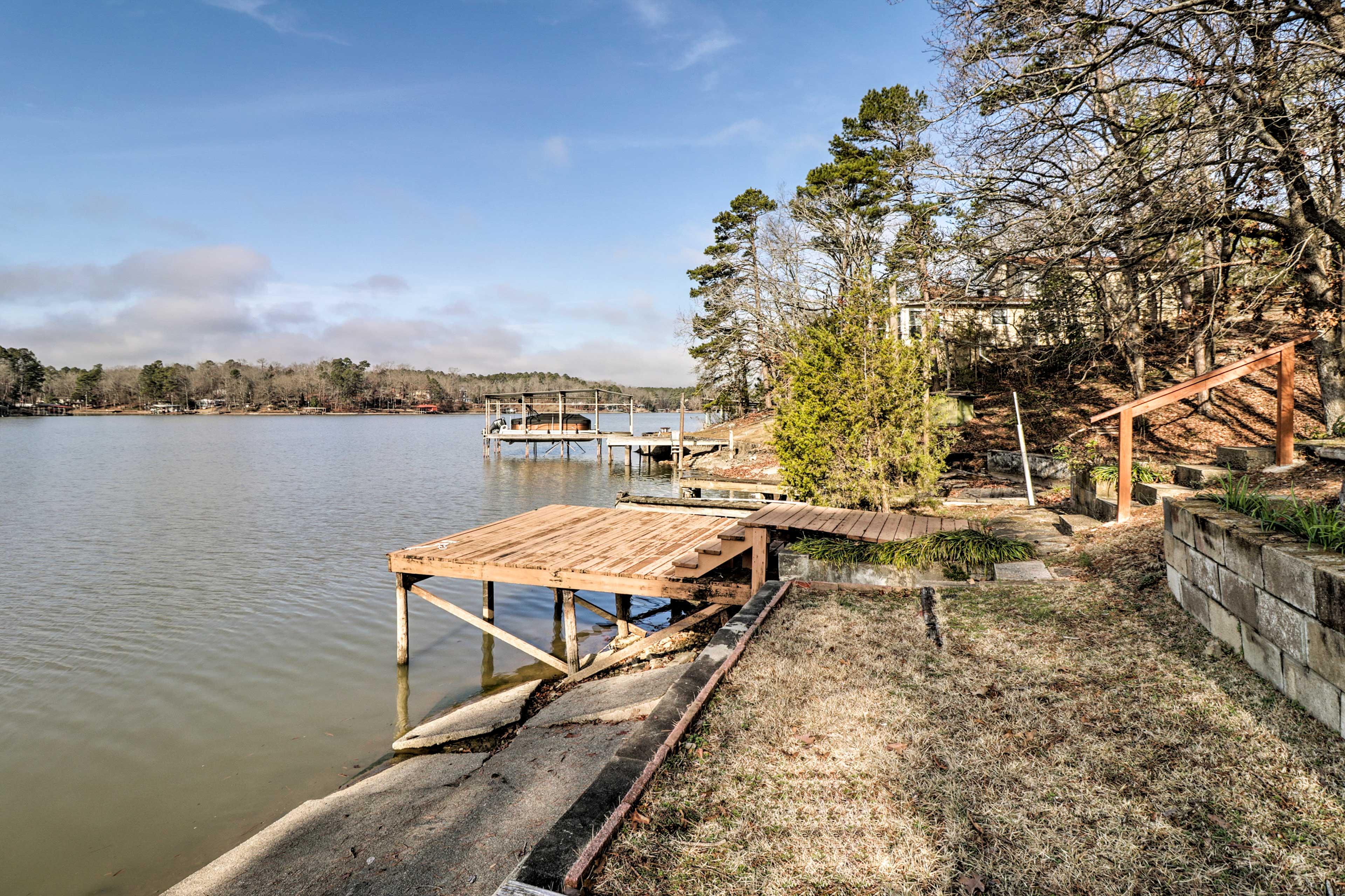 Take nature-loving hippies to the Garvan Woodland Gardens 16 miles away.