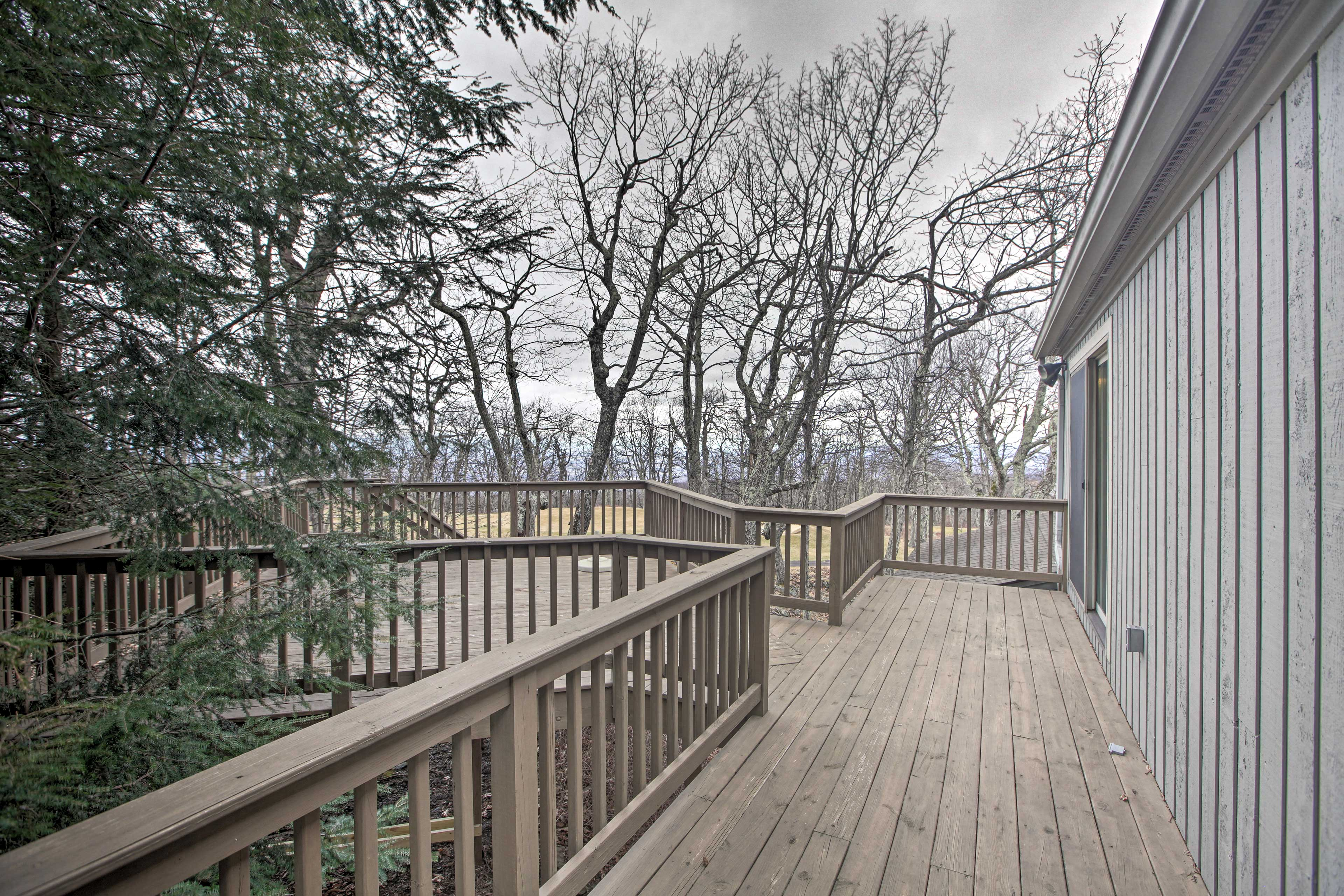 The deck offers great views of the mountains and the surrounding area!