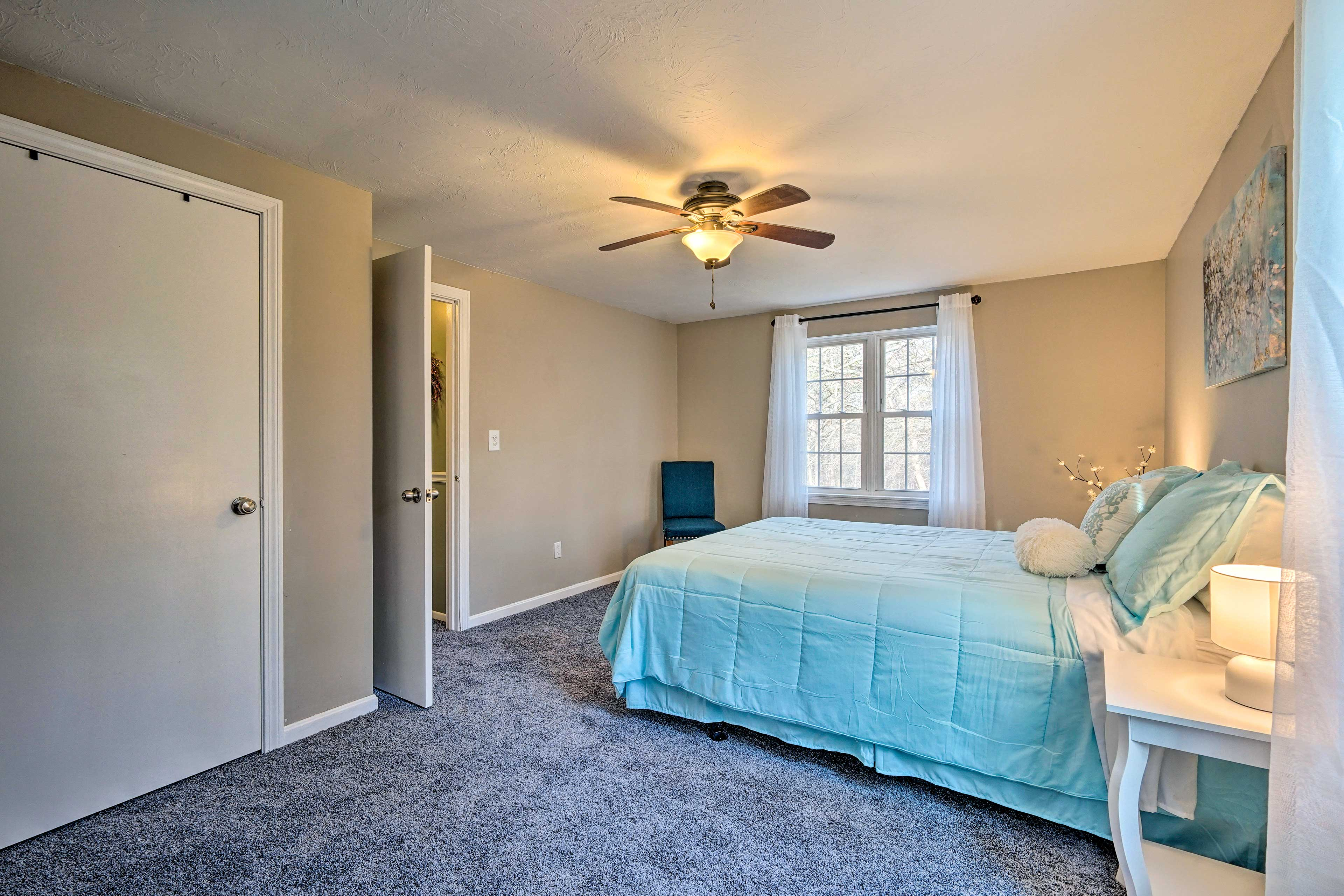 Dream of the beach in the master bedroom while you nap on the queen bed!