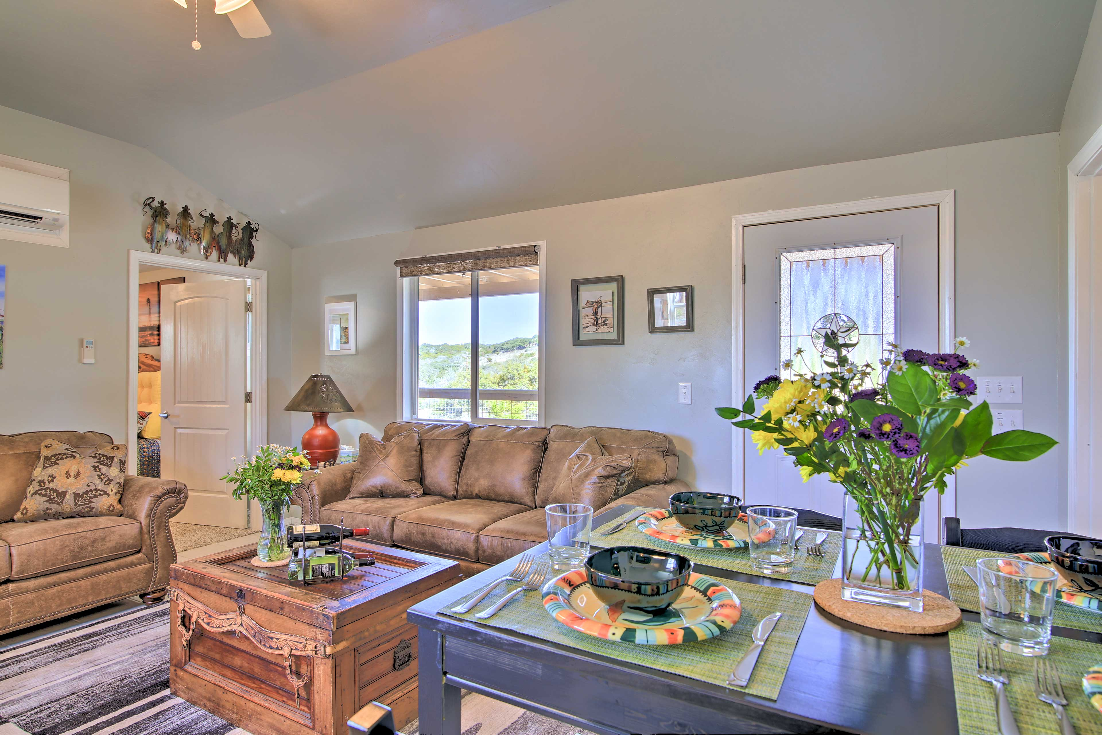 This cabin is just 1.5 miles from downtown wineries and museums!