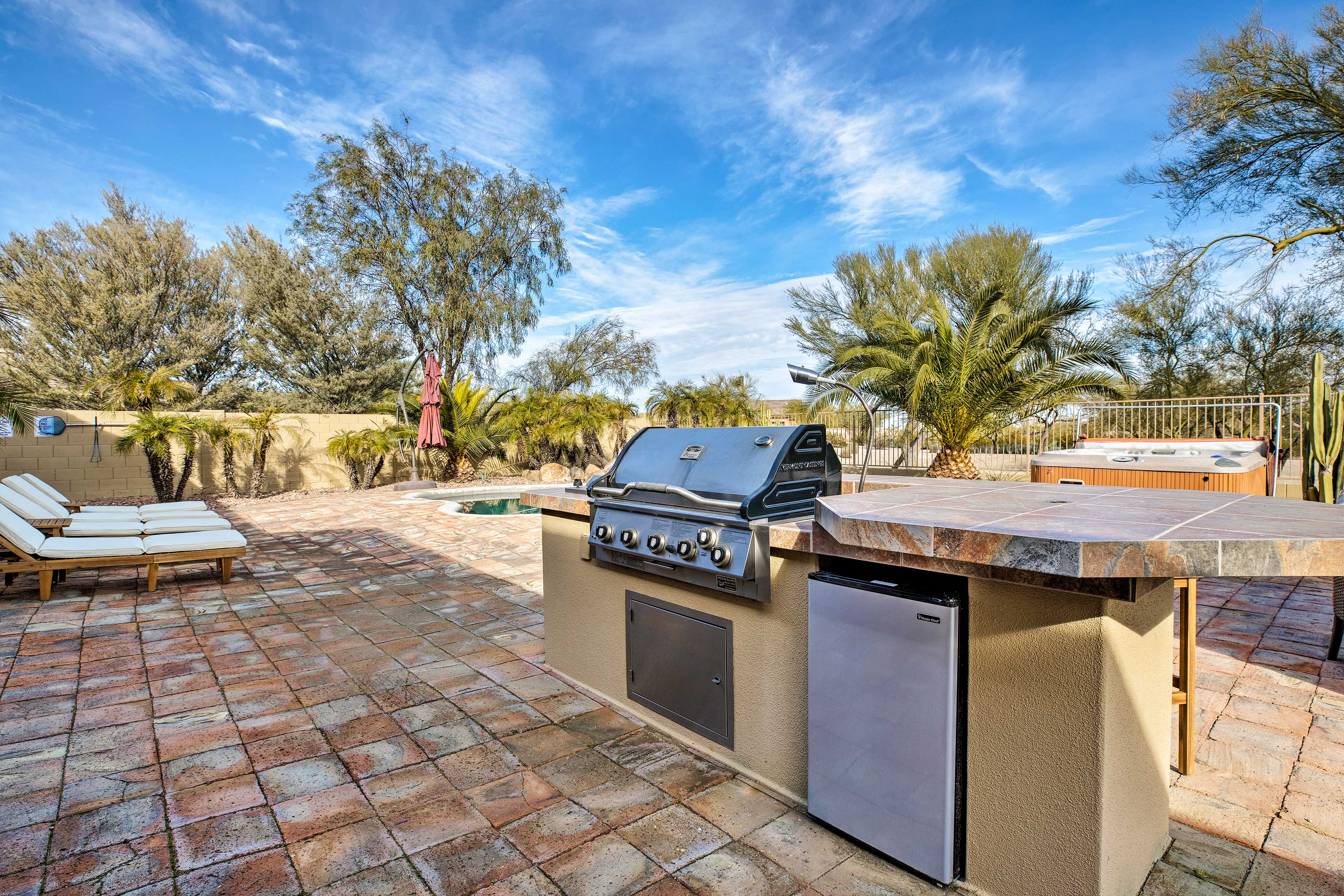 Fire up the state-of-the-art gas grill for an barbecue!