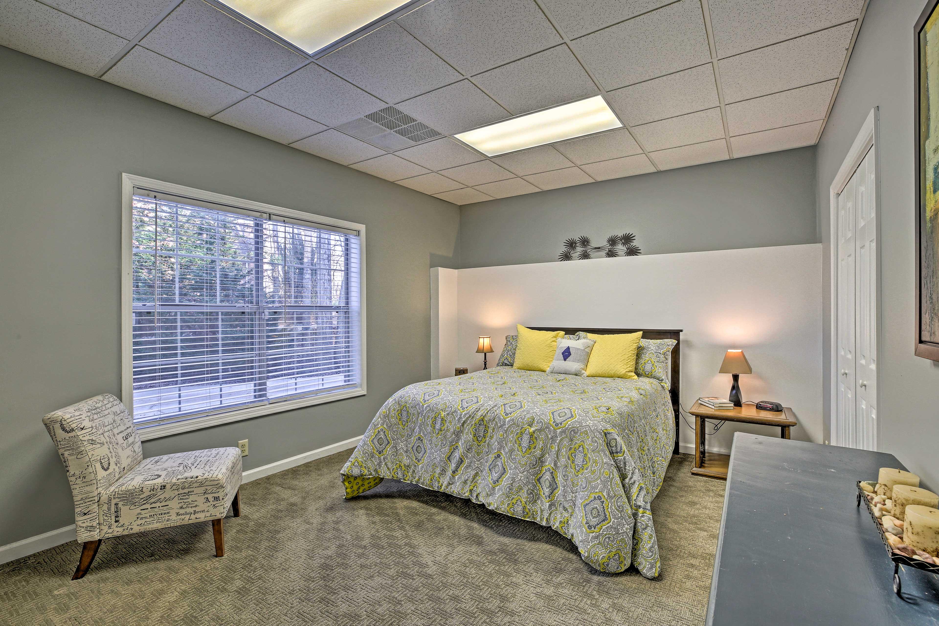 This bedroom now has 2 queen beds in it (pictures coming soon).