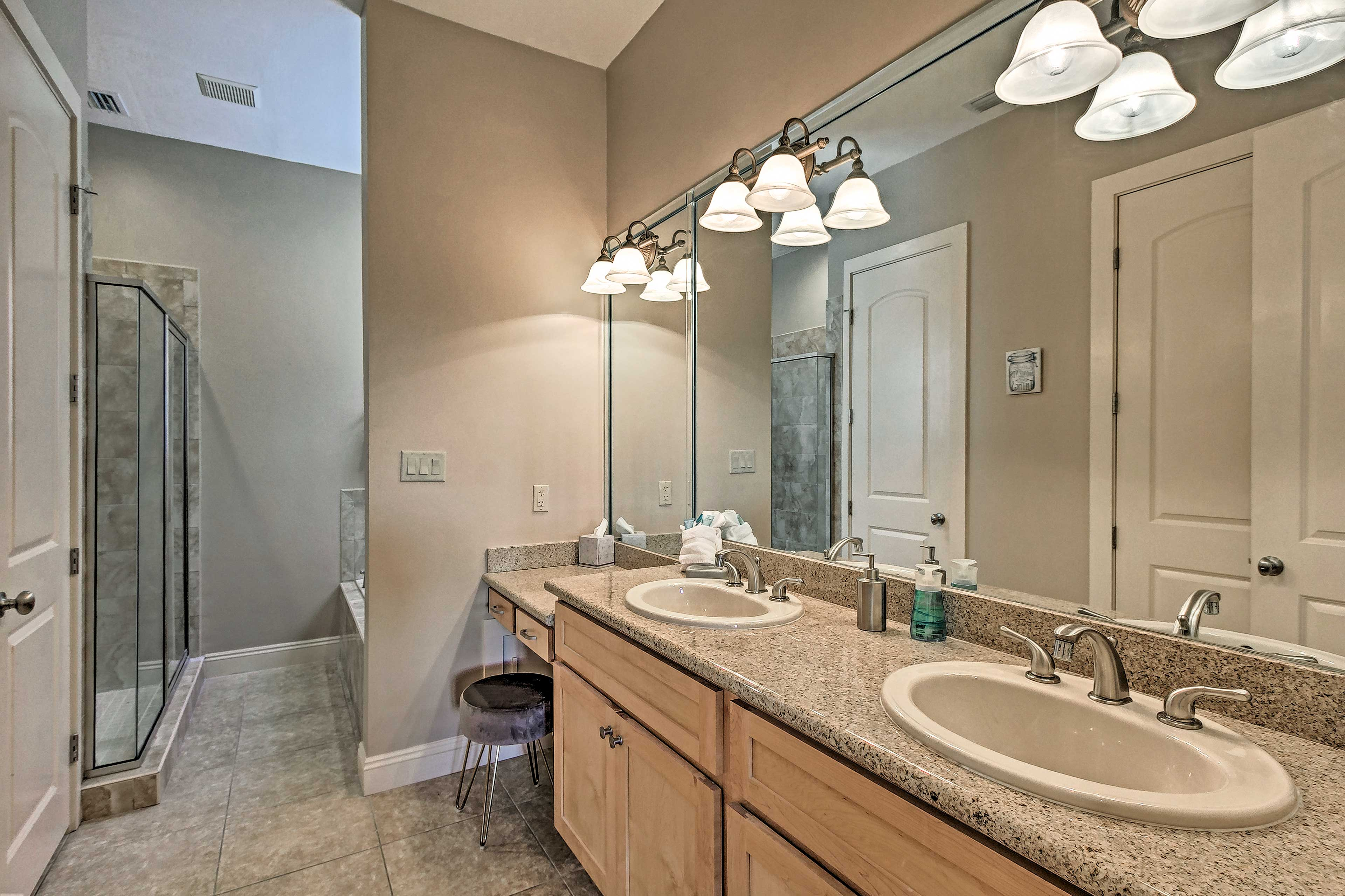 As an added bonus, the room also includes this large en-suite bathroom.