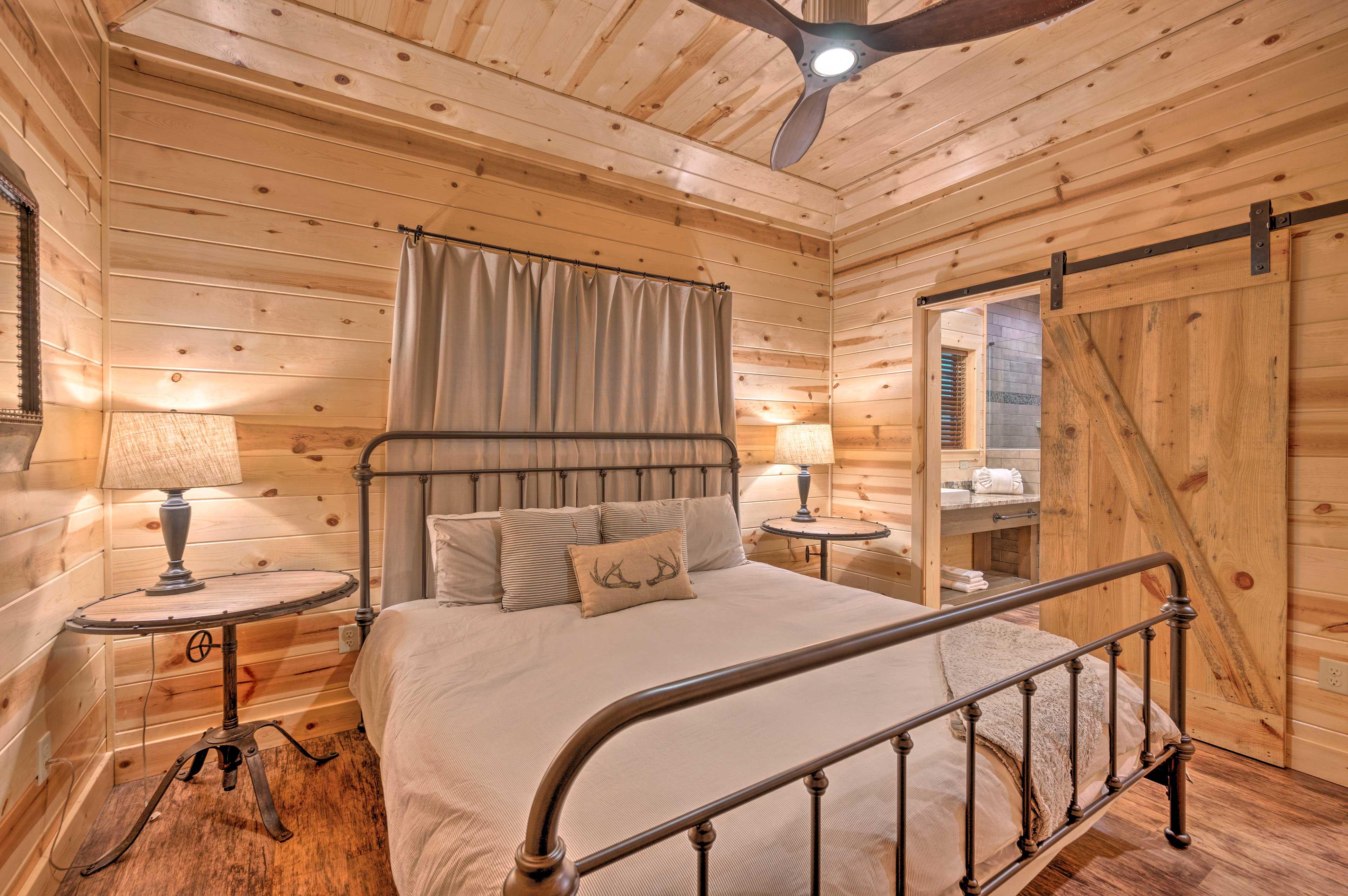 Bedroom 2 | Smart TV w/ YouTube TV | En-Suite Bathroom
