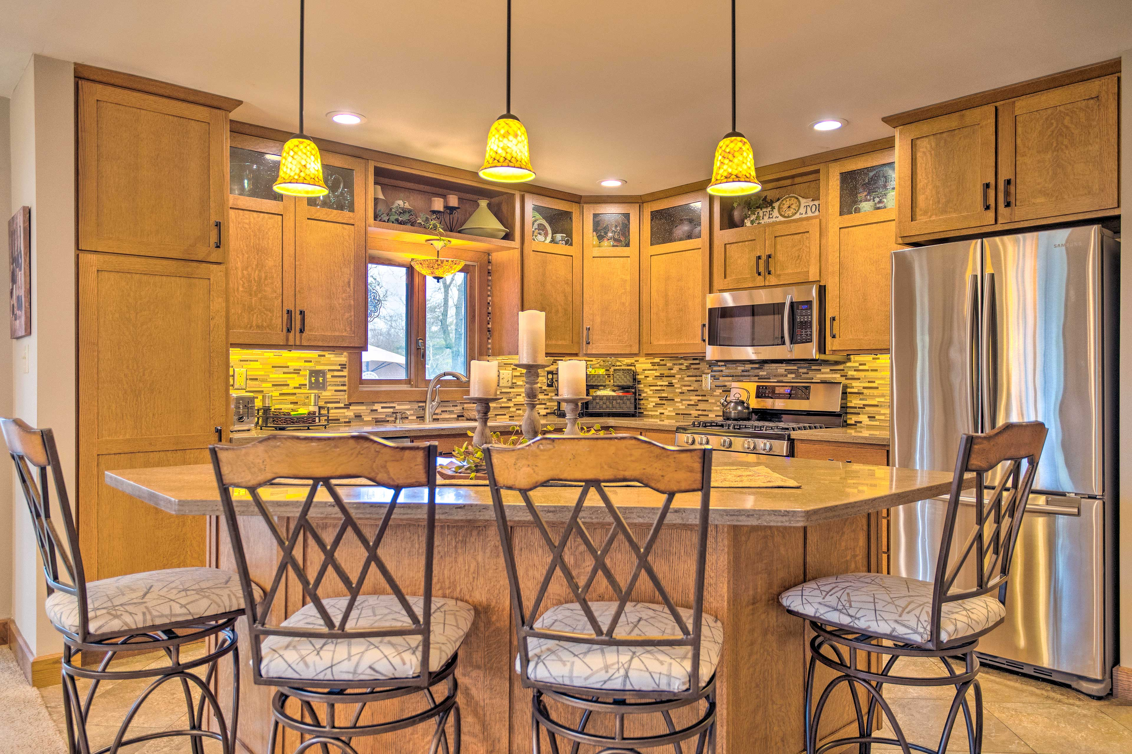 Sit down to breakfast at the kitchen island.