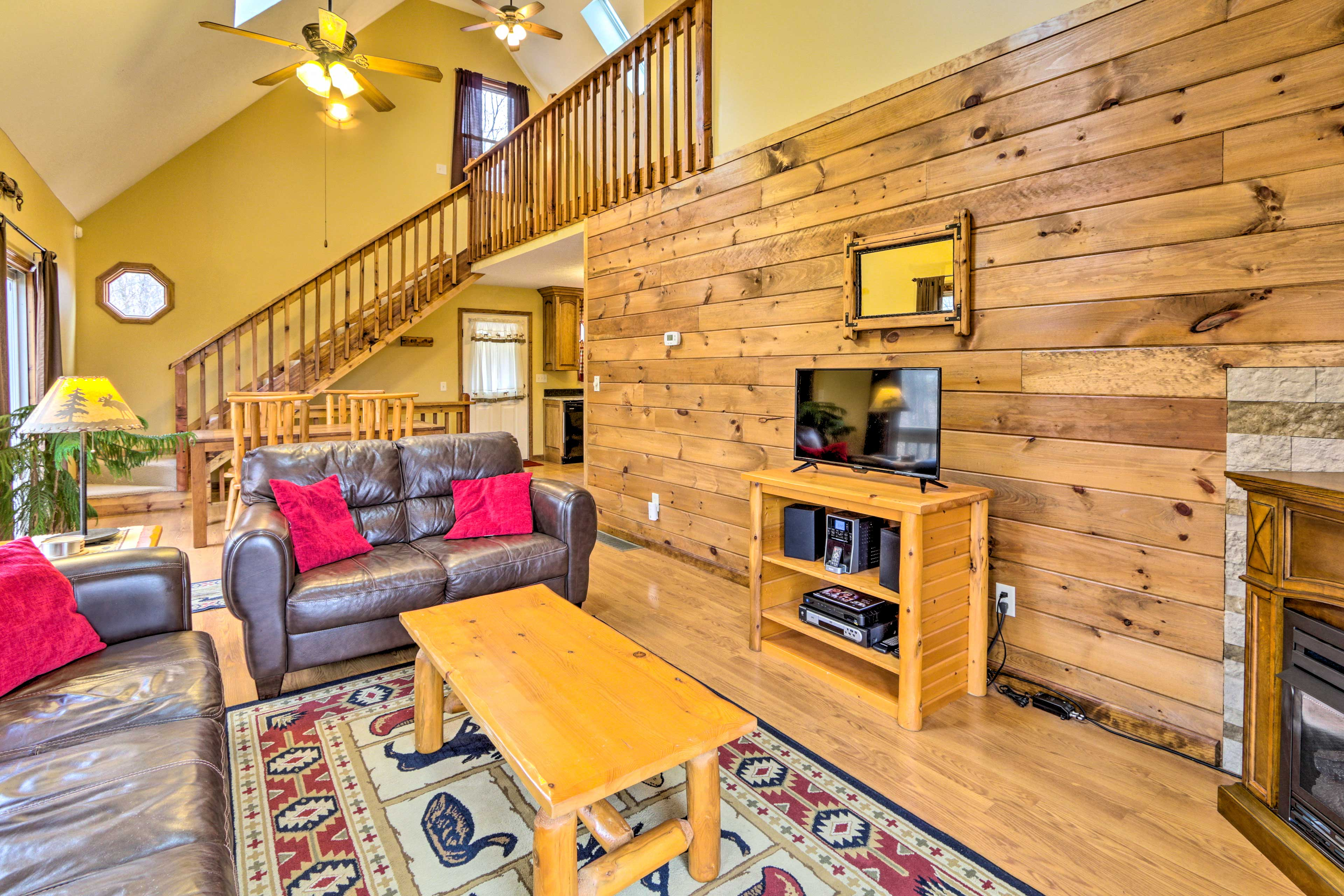 Come visit this 2-bedroom, 1.5-bathroom vacation rental in The Hocking Hills!