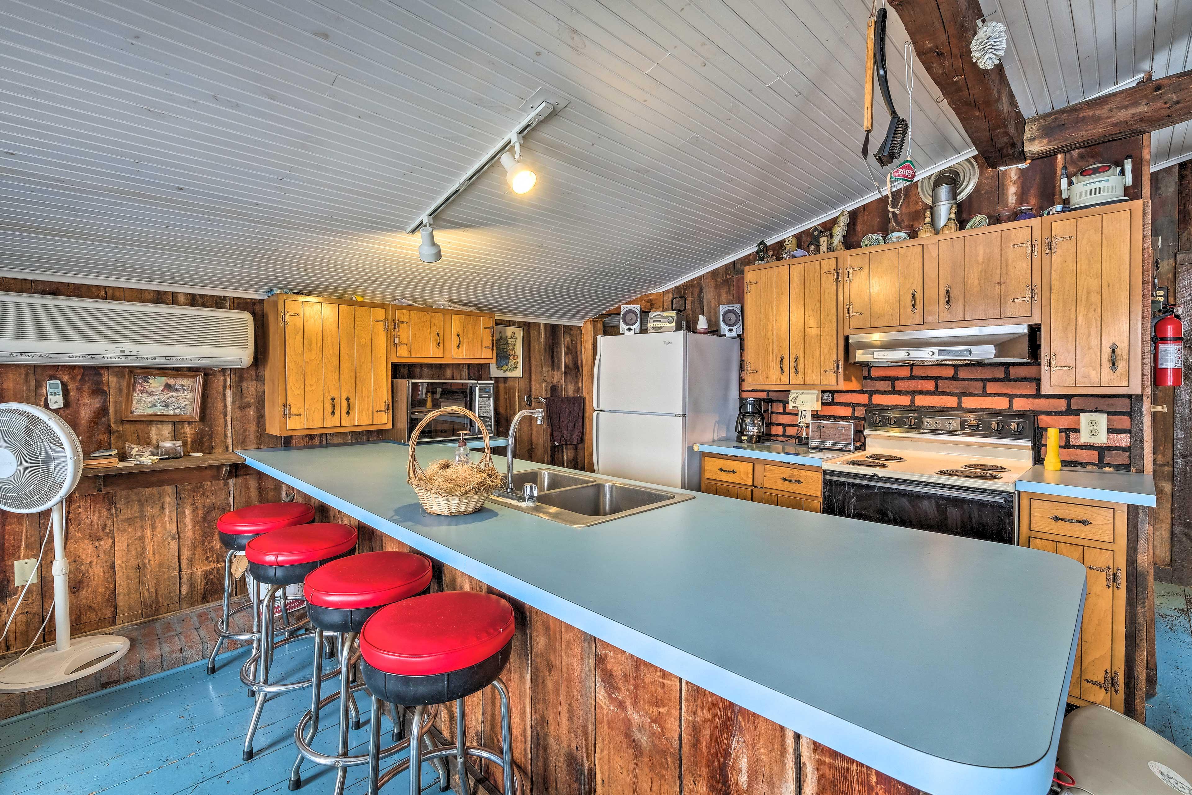 Keep the chef company at the bar-stool breakfast bar!
