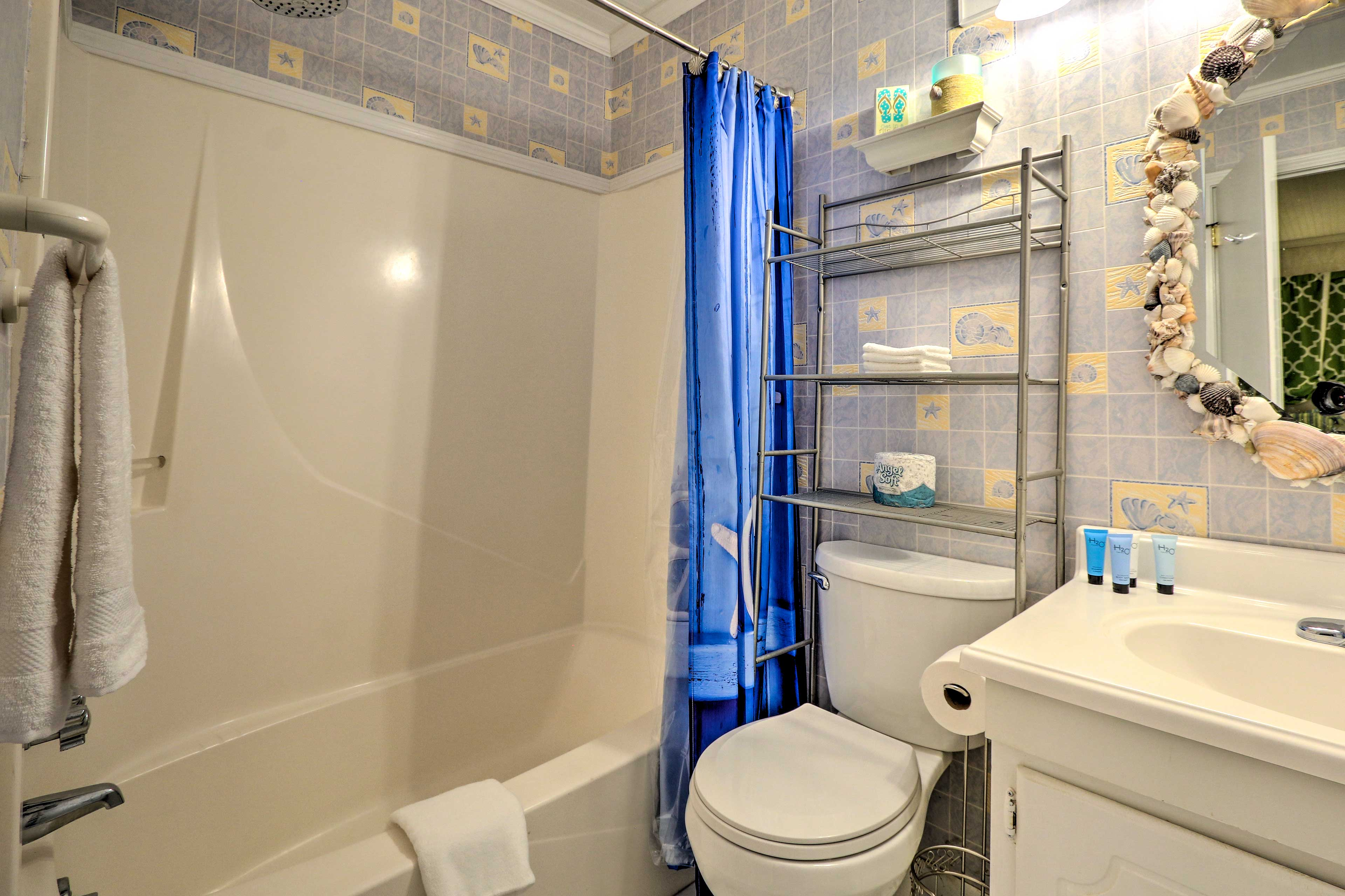 Rinse off the saltwater and sunscreen in the shower/tub combo.