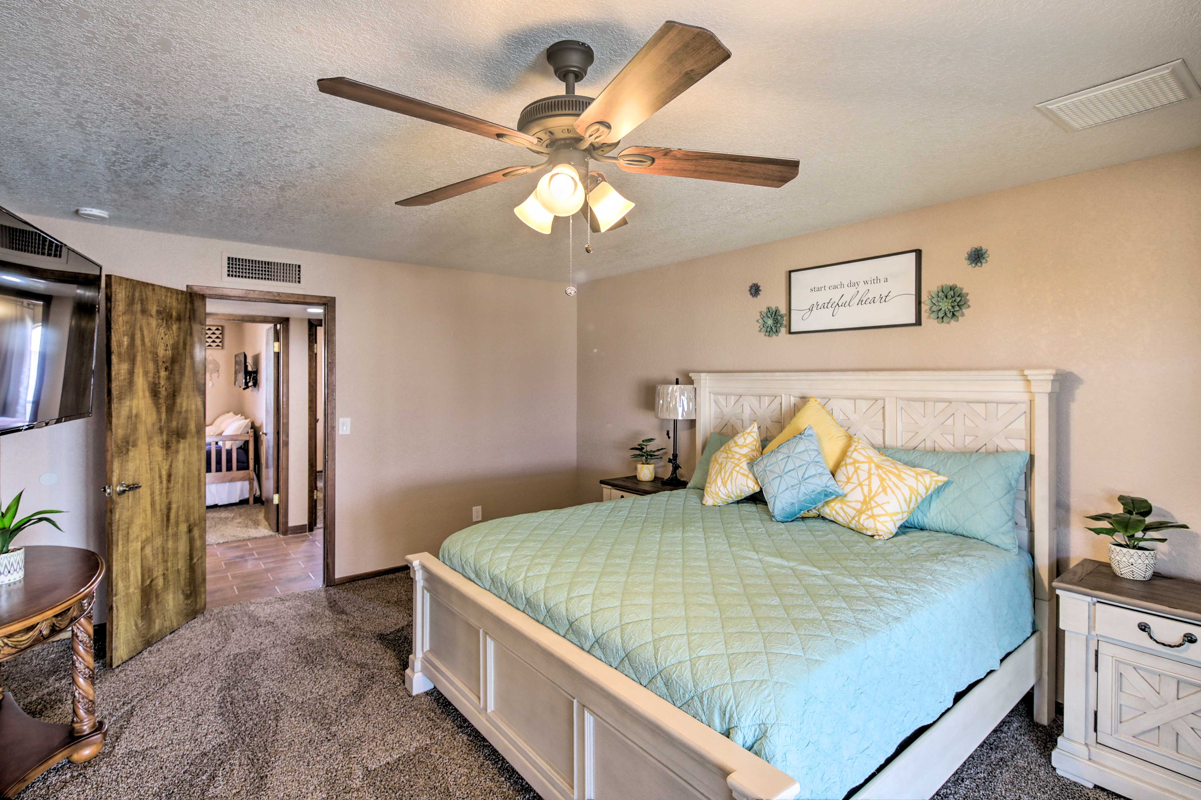 The master bedroom features a king bed, direct deck access, & an en-suite bath!