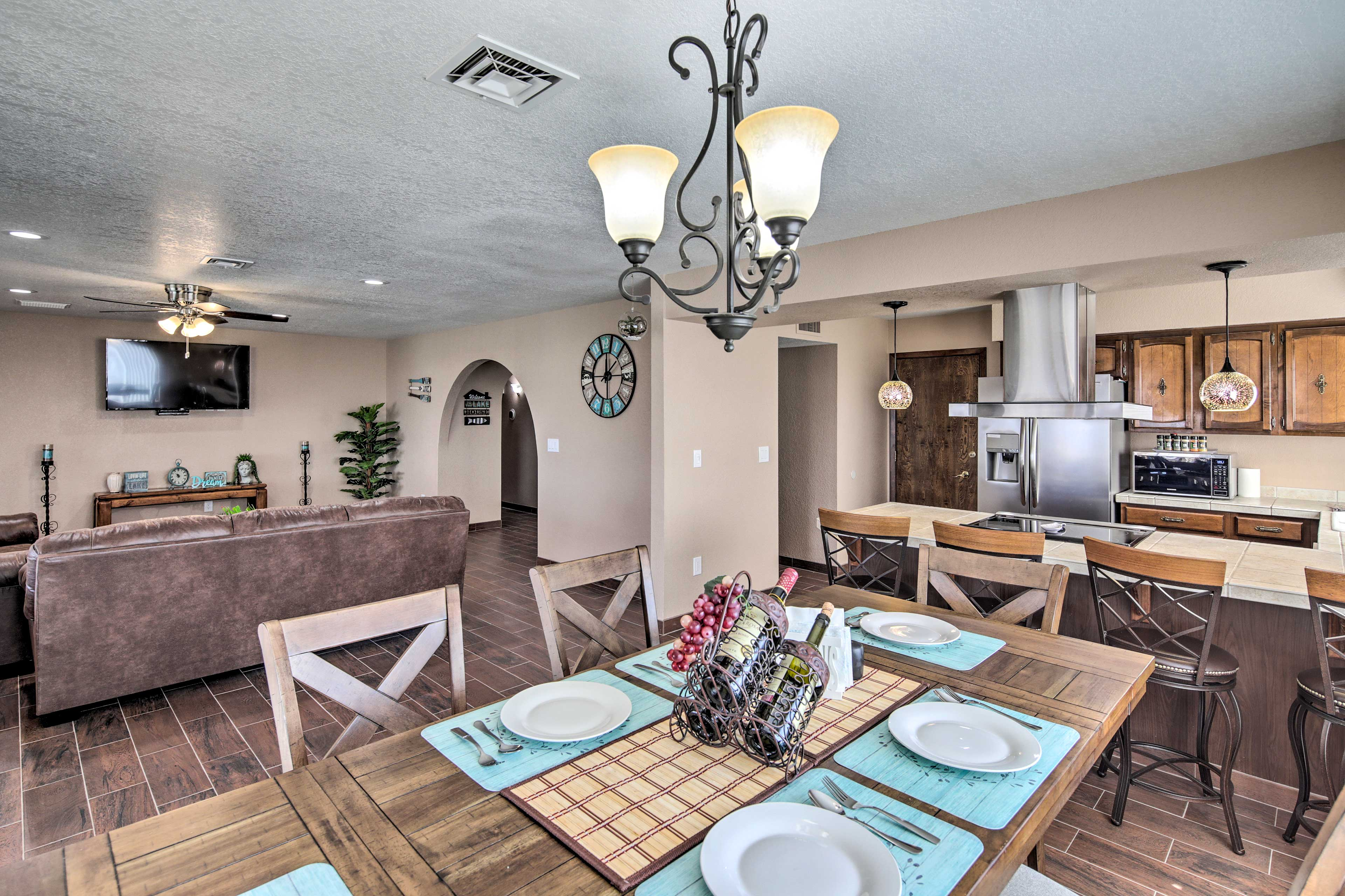 Choose from a seat at the breakfast bar or dining room table.