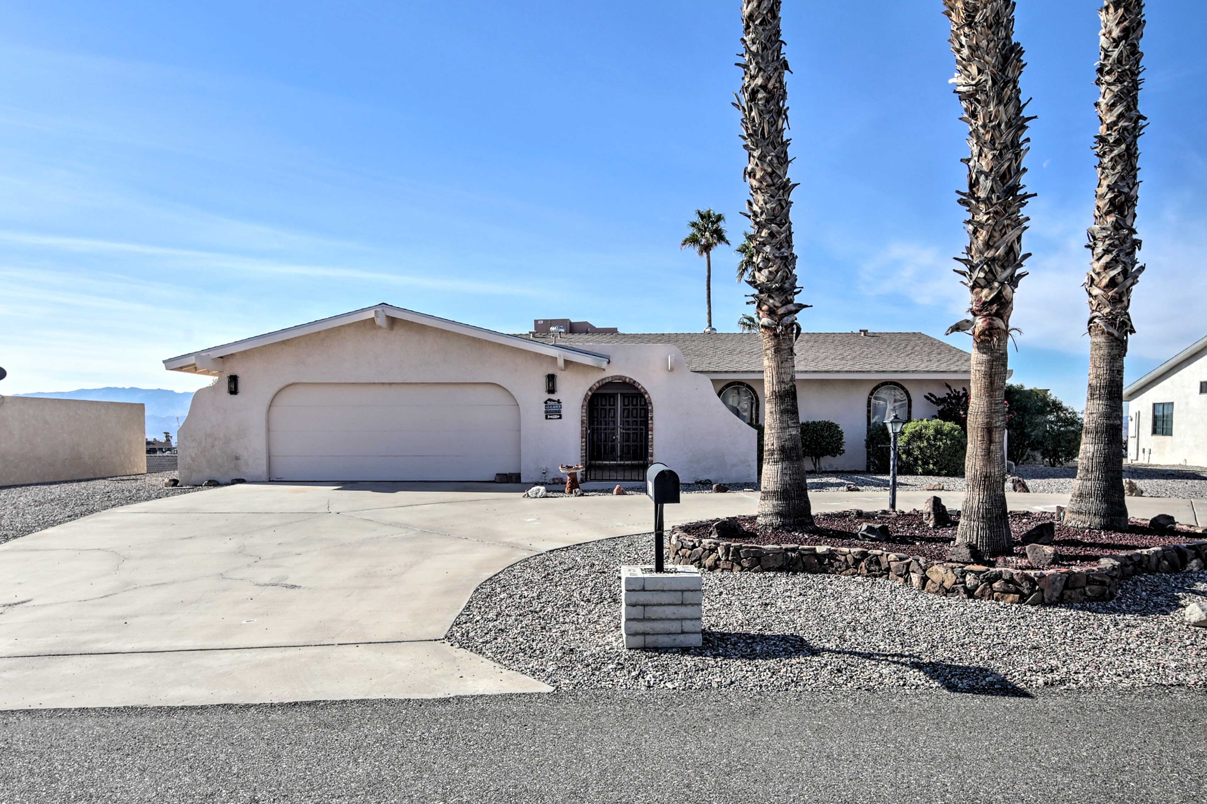 With a prime desert location and ample amenities, this home can't be beat!