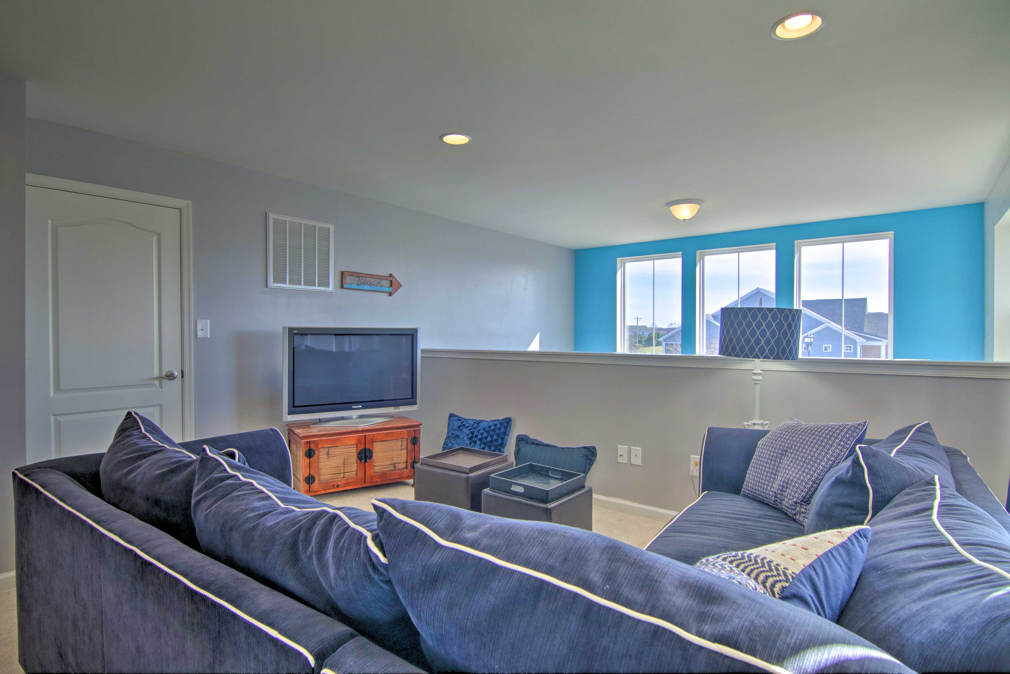 You can fold out the couch to accommodate 2 more guests.