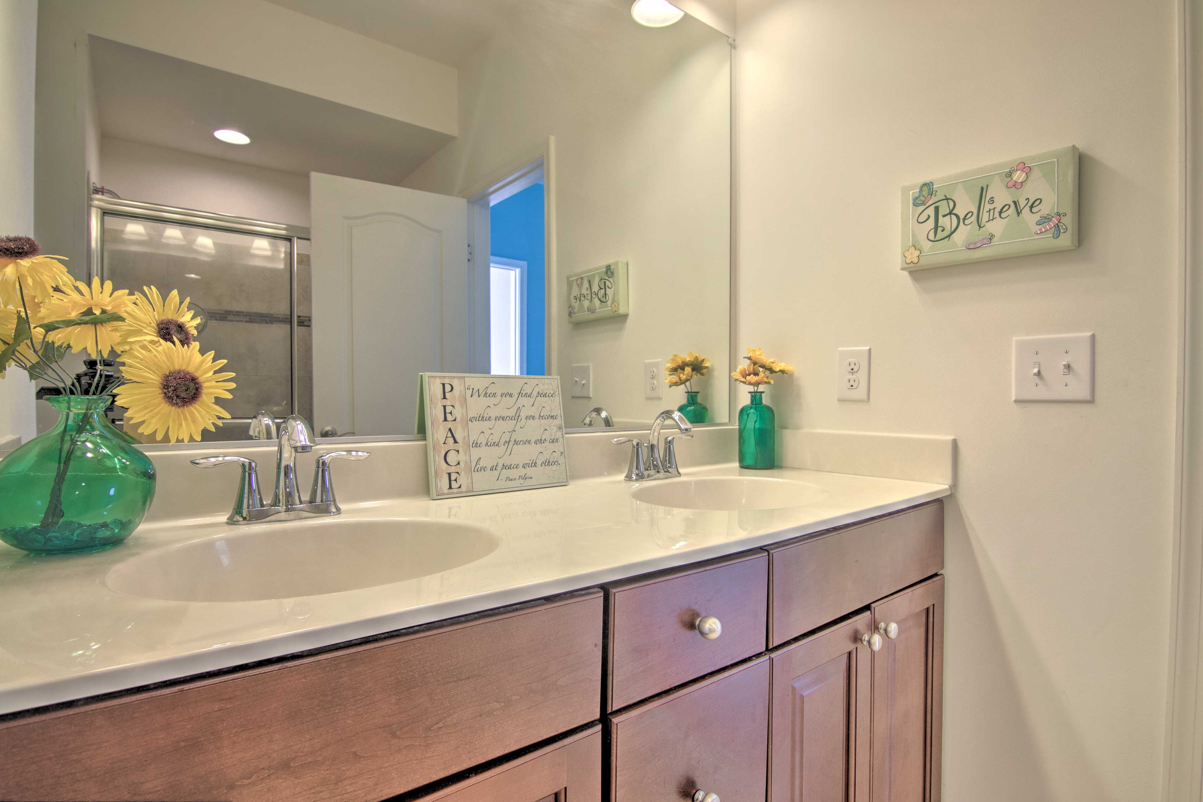 The en-suite master bathroom features Jack-and-Jill sinks.