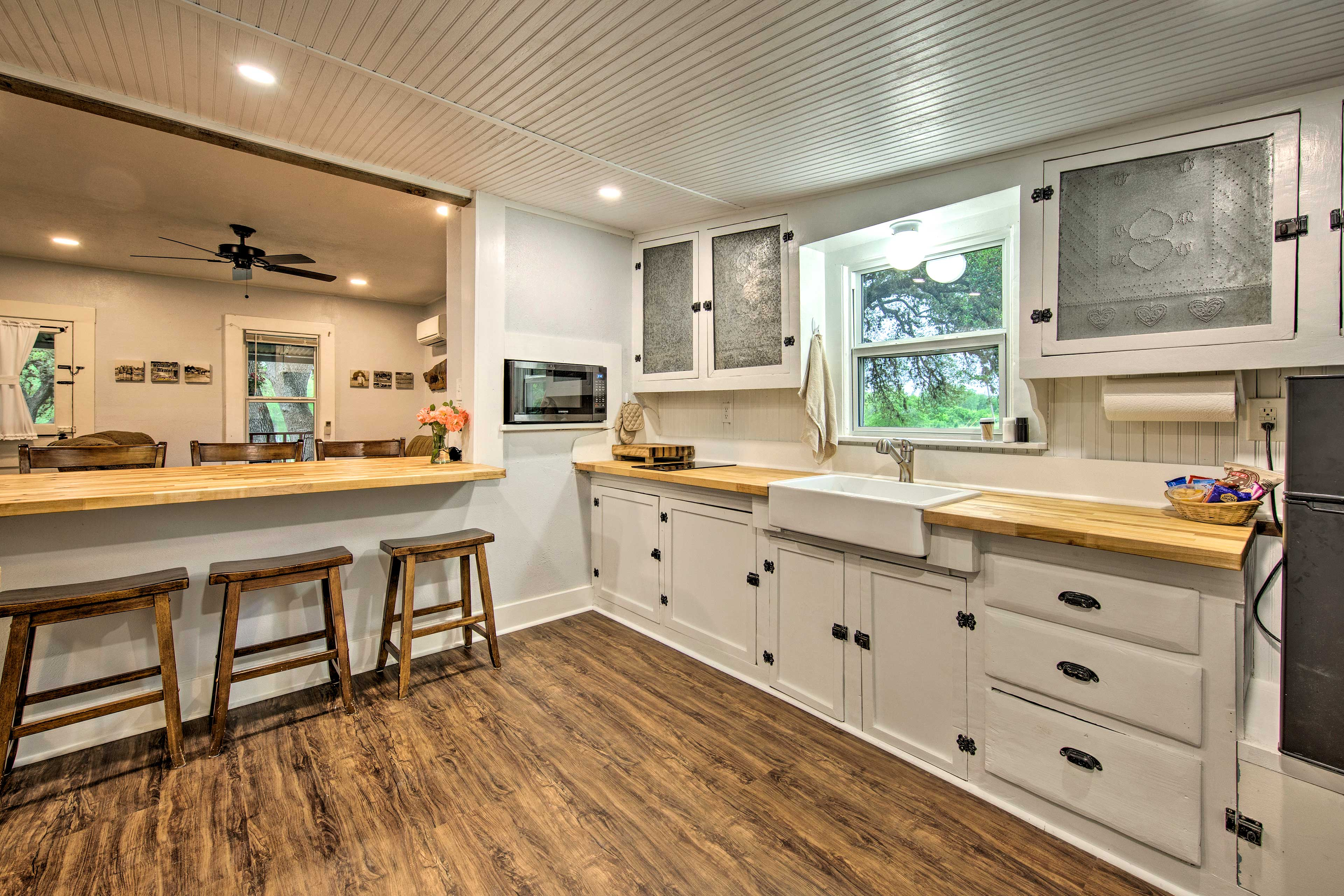 The kitchen comes fully equipped to handle all of your culinary needs.