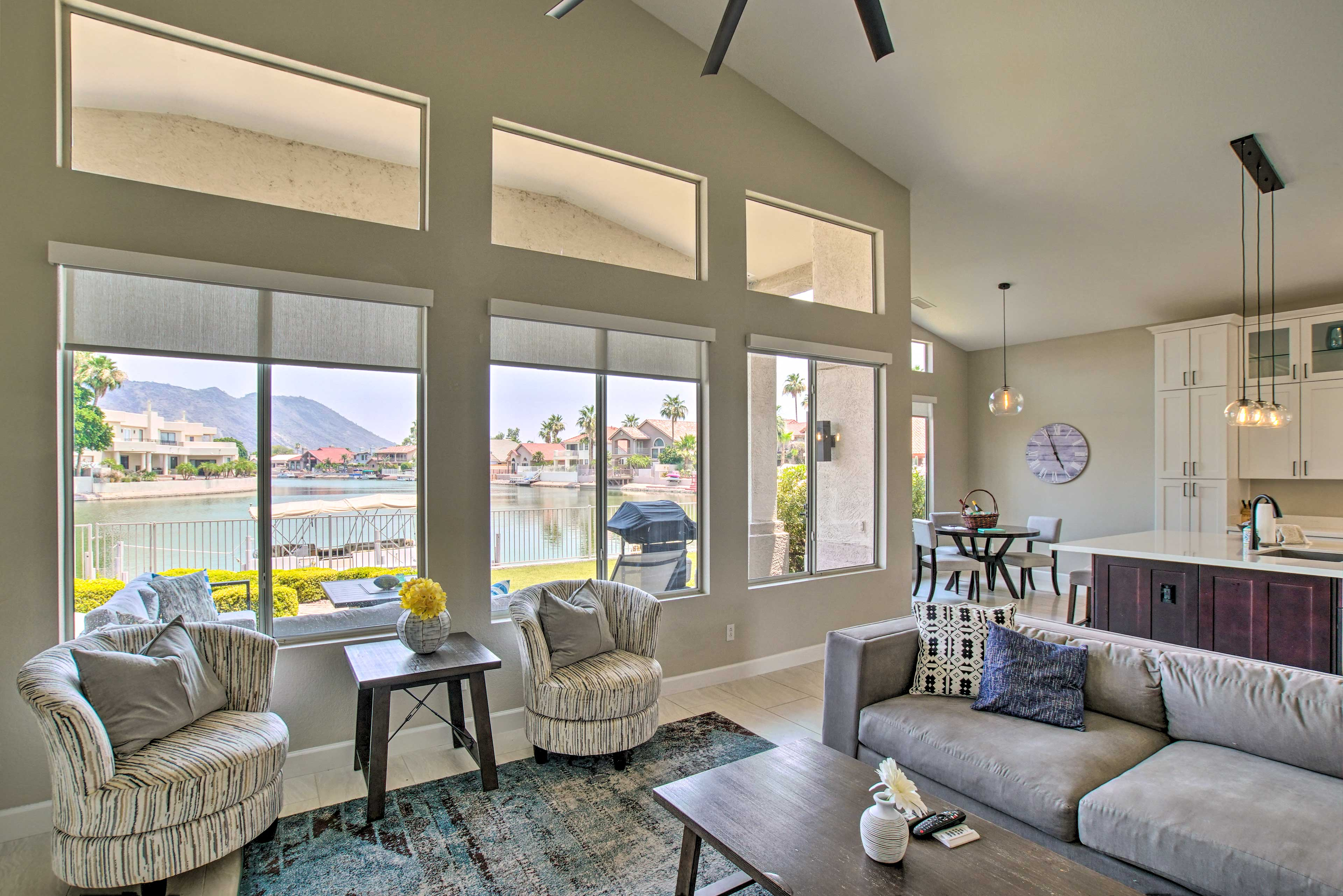 Living Room   Lake View   Free WiFi   Central A/C