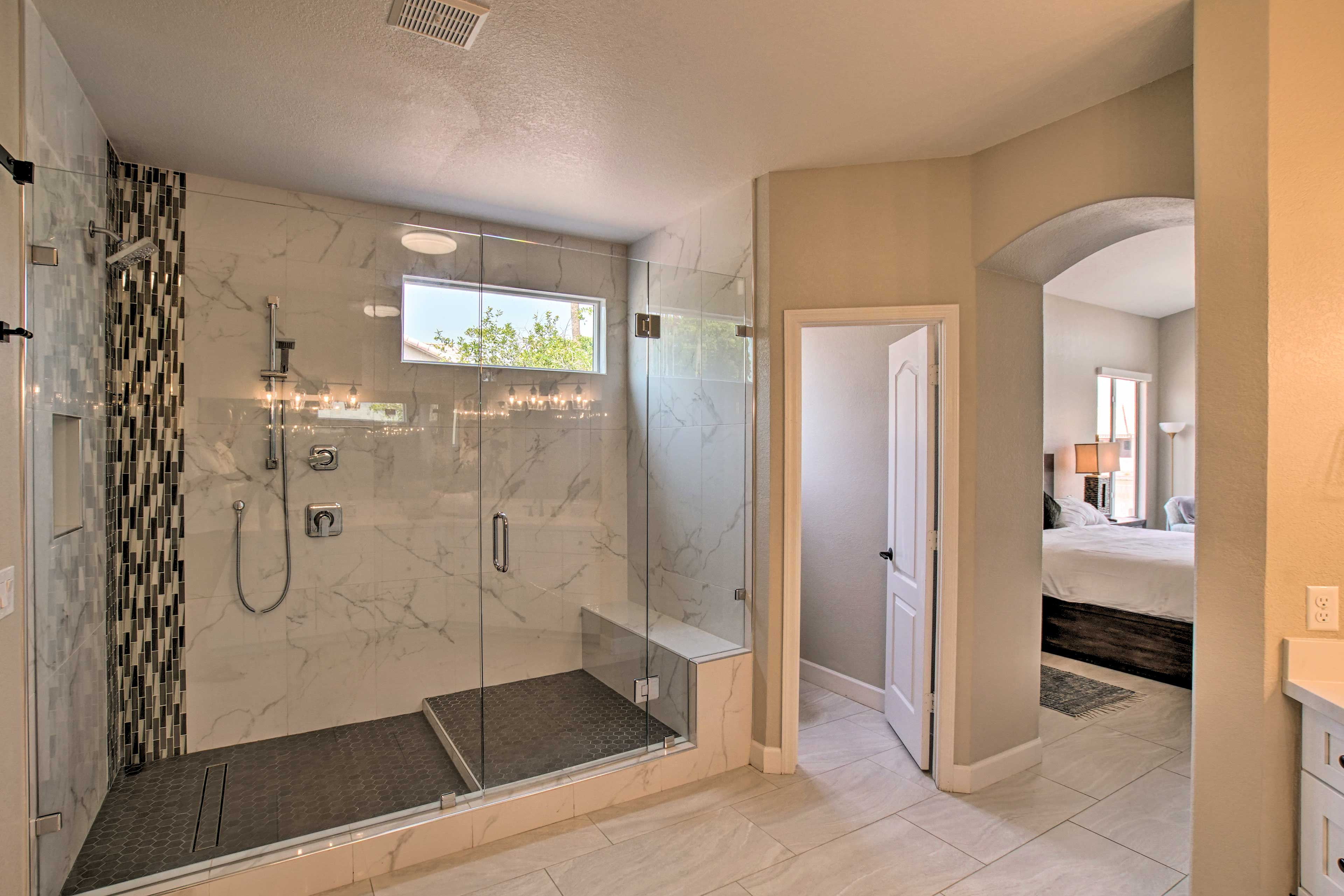 Full Bathroom   Complimentary Toiletries   Towels Provided