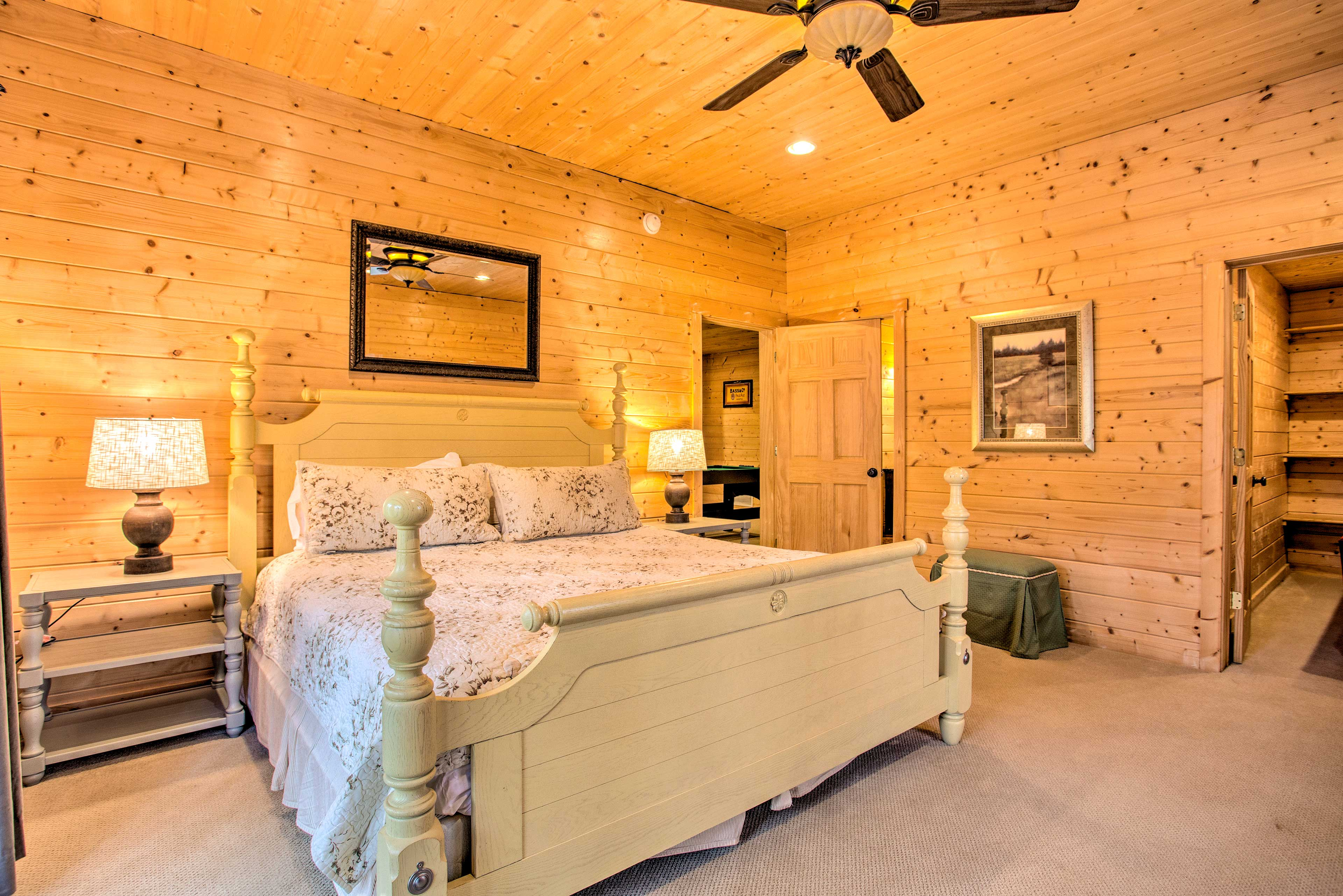 Two guests can share this 2nd master bedroom.